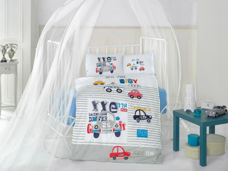 Clasy Комплект детского постельного белья City Car 4 предмета1064-4Комплект детского постельного белья Clasy City Car, состоящий из двух наволочек, простыни и пододеяльника, выполнен из ранфорса (натурального 100% хлопка). Пододеяльник застегивается на пуговицы.Ранфорс - это стопроцентная натуральная хлопковая ткань. Ткань отличается практичностью и своеобразными свойствами. Одной из особенностей ткани является то, что она может подстраиваться под температуру воздуха в помещении. Постельное белье из ранфорса в зимнее время помогает согреться, а в летнее время помогает обрести состояние прохлады. Главной отличительной особенностью ранфорса является особое переплетение нитей и их повышенная прочность, что делает материал более износоустойчивым. Ткань на ощупь довольно мягкая, хорошо пропускает воздух и впитывает влагу. Легко стирается, легко выглаживается, а также не накапливает статического электричества.Такой комплект идеально подойдет для кроватки вашего малыша. На нем ребенок будет спать здоровым и крепким сном.Уход: чистка с использованием углеводорода, хлорного этилена, монофлотрихлорметана, можно выжимать и сушить в стиральной машине или в электрической сушке для белья, стирка при максимальной температуре 30°С, гладить при средней температуре (до 150°С), нельзя отбеливать.
