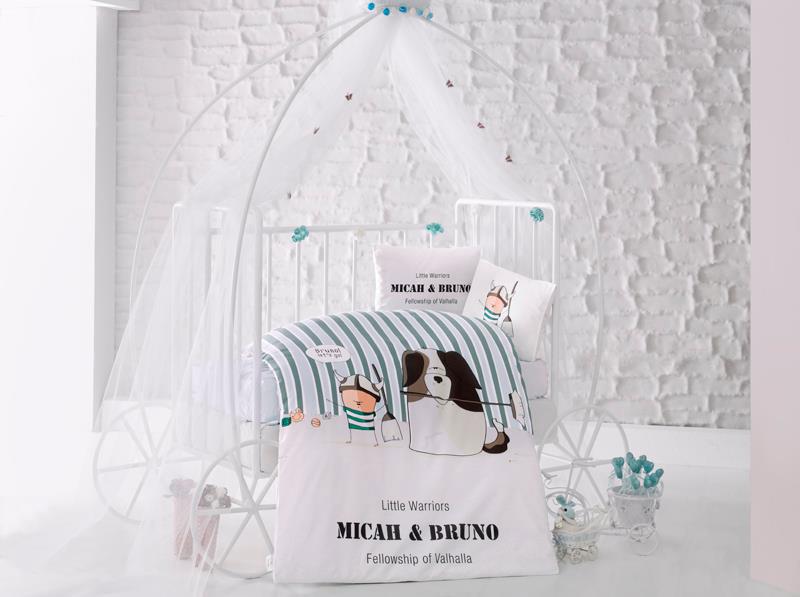 Clasy Комплект детского постельного белья Bruno 4 предмета1064-2Комплект детского постельного белья Clasy Bruno, состоящий из двух наволочек, простыни и пододеяльника, выполнен из ранфорса (натурального 100% хлопка).Ранфорс - это стопроцентная натуральная хлопковая ткань. Эта ткань отличается практичностью и своеобразными свойствами. Одной из особенностей ткани является то, что она может подстраиваться под температуру воздуха в помещении. Постельное белье из ранфорса в зимнее время помогает согреться, а в летнее время помогает обрести состояние прохлады. Главной отличительной особенностью ранфорса является особое переплетение нитей и их повышенная прочность, что делает материал более износоустойчивым. Ткань на ощупь довольно мягкая, хорошо пропускает воздух и впитывает влагу. Легко стирается, легко выглаживается, а также не накапливает статического электричества.Такой комплект идеально подойдет для кроватки вашего малыша. На нем ребенок будет спать здоровым и крепким сном.Уход: чистка с использованием углеводорода, хлорного этилена, монофлотрихлорметана, можно выжимать и сушить в стиральной машине или в электрической сушке для белья, стирка при максимальной температуре 40°С, гладить при средней температуре (до 150°С), нельзя отбеливать.