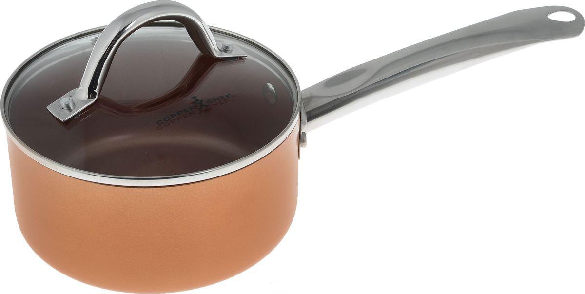 Ковш Copper Chef с крышкой, с керамическим покрытием, 1,76 л68/5/3Ковш Copper Chef изготовлен из высококачественного алюминия с антипригарным керамическим покрытием. Благодаря керамическому покрытию пища не пригорает и не прилипает к поверхности ковша, что позволяет готовить с минимальным количеством масла. Кроме того, такое покрытие абсолютно безопасно для здоровья человека.Достоинства керамического покрытия: - устойчивость к высоким температурам и резким перепадам температур; - устойчивость к царапающим кухонным принадлежностям и абразивным моющим средствам;- устойчивость к коррозии; - водоотталкивающий эффект; - покрытие способствует испарению воды во время готовки; - длительный срок службы; - безопасность для окружающей среды и человека. Изделие оснащено ручкой, выполненной из нержавеющей стали, и стеклянной крышкой с отверстием для выхода пара. Ковш подходит для использования на газовых, электрических, стеклокерамических плитах, а также на индукционных. Можно мыть в посудомоечной машине. Эксклюзивный американский бренд Copper Chef, впервые вышедший на российский рынок! При изготовлении посуды используется высокопрочное керамическое антипригарное покрытие, которое является самой современной технологией в сфере изготовления керамических покрытий. Посуда Copper Chef подойдет как шеф-повару пятизвездочного ресторана, так и простому любителю благодаря дизайну, безупречному качеству и доступной цене.Диаметр ковша: 16 см. Высота стенки: 8 см. Длина ручки: 18 см.