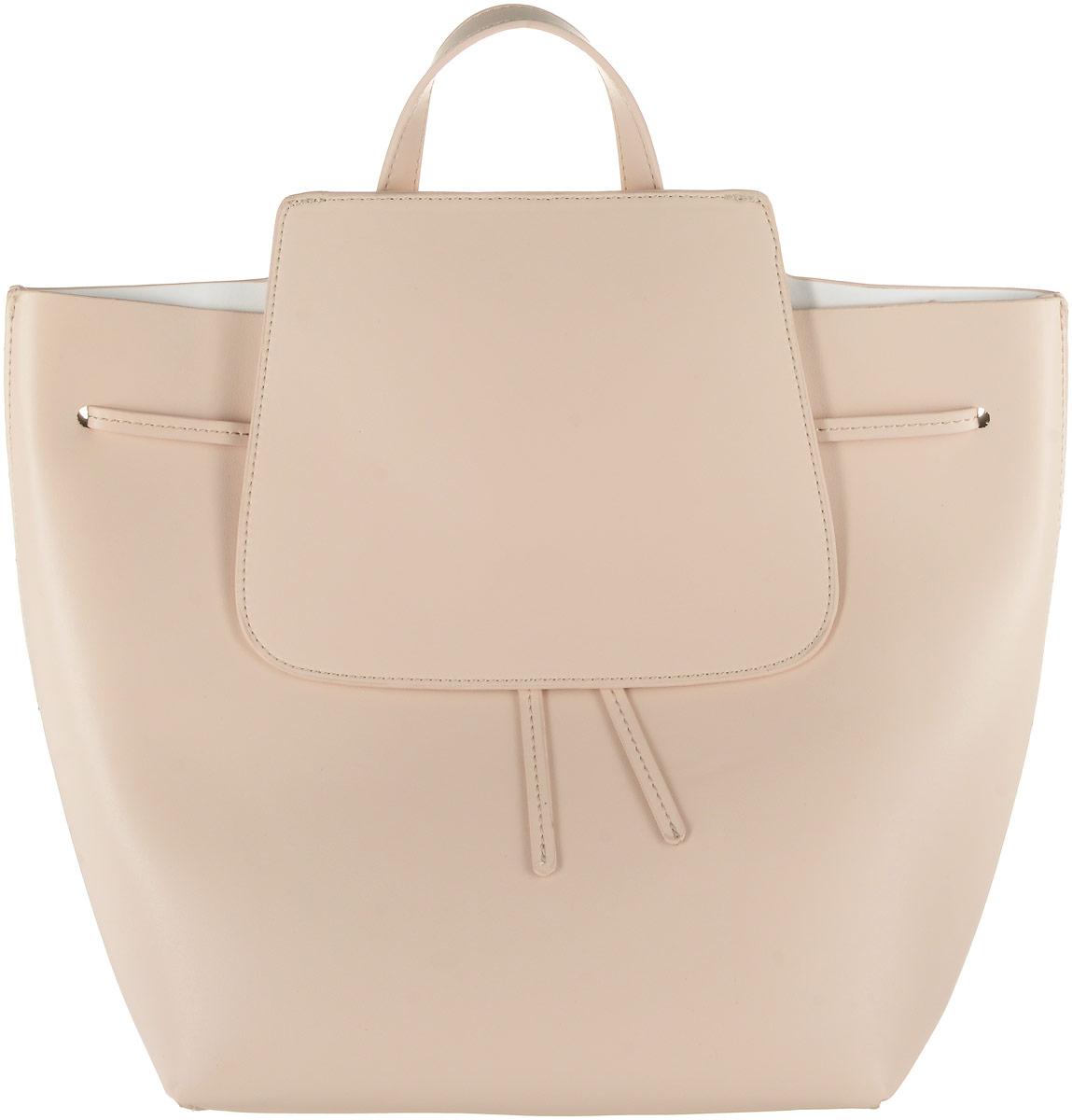 Рюкзак женский Vitacci, цвет: бежевый. HG0014101225Стильный женский рюкзак Vitacci выполнен из искусственной кожи. Рюкзак имеет одно основное отделение, которое закрывается на затягивающийся шнурок и клапан смагнитной кнопкой. Внутри карман на застежке-молнии. Рюкзак оснащен двумя регулируемыми по длине лямками и петлей для подвешивания.