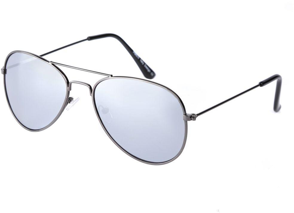 Очки солнцезащитные женские Fabretti, цвет: черный, серый. F3715038-2ZINT-06501Модные женские очки-авиаторы от итальянского бренда Fabretti предназначены стать изысканным украшение любого образа. Насыщенный серый цвет линз прекрасно дополнит как повседневный, так и классический стиль. Прочная металлическая оправа, аккуратные дужки и зеркальное покрытие превратили очки, в аксессуар, который еще долго будет оставаться на пике моды. В комплектации с очками чехол, который можно использовать как салфетку.
