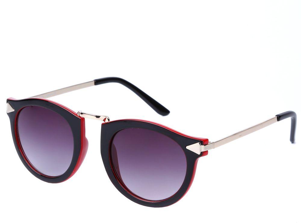 Очки солнцезащитные женские Fabretti, цвет: черный, красный, золотистый. J173475-2ZBM8434-58AEИзысканные женские очки от итальянского бренда Fabretti выполнены из пластика с добавлением прочного металла. Невероятно модная в этом сезоне форма, оправа и золотая фурнитура придает модели настоящую нотку итальянского шика. Коричневый цвет линз и мягкое градиентное покрытие превращают модель в универсальный аксессуар, который прекрасно дополнит любой стиль одежды. В комплектации с очками чехол, который можно использовать как салфетку.