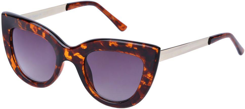 Очки солнцезащитные женские Fabretti, цвет: коричневый, золотистый, сиреневый. J173961-2GBM8434-58AEЯркие женские очки от итальянского бренда Fabretti выполнены в стильной форме кошачьего глаза. Янтанрый цвет и дужки в стальном оттенке призваны добавить в ваш образ нотку настоящего итальянского шика. Дизайнерская широкая оправа воссоздает элегантность 50-х годов, поэтому аксессуар понравиться всем любительницам ретро-стиля. Градиентное покрытие линз, высокая степень защиты от солнечных лучей и надежное крепление дужек, - все это превращает модель в прочные и стильные очки, которые будут украшать вас на протяжении нескольких модных сезонов.