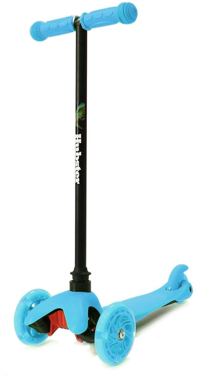 Самокат трехколесный Hubster Mini Flash, цвет: синийRUC-01Мини-самокат Hubster Mini flash предназначен для самых маленьких детей от 2 лет. Спереди модели расположены 2 светящихся колеса, сзади - 1 спаренное для обеспечения устойчивости. Рама сделана из сплава алюминия, поэтому вес самоката не более 2,5 кг. Светящиеся колеса!Высота руля от пола мин/макс: 64 см. Ширина руля: 25 см. Ширина деки: 11 см. Длина деки: 36 см. Размер колес: 120 мм. Максимальная нагрузка: 25 кг. Подшипники: ABEC7. Вес: 1,6 кг.