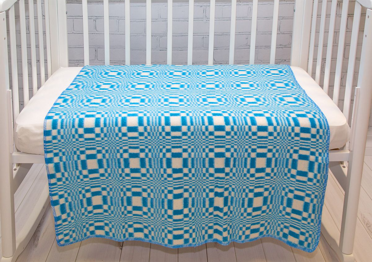 Baby Nice Одеяло детское Клетка цвет голубойD316511Одеяло детское Baby Nice Клетка - ребенок, спящий под байковым одеялом, словно укрытый нежным мягким облаком, находится в тепле, и не потеет при этом. Дышащая способность натурального хлопка позволяет добиться такого эффекта. Лёгкий по ощущениям (материал имеет небольшой вес), но, вместе с тем, плотный материал, сохраняет тепло. Кроме того, ткань гигроскопична, а значит, впитывает избыточную влагу, не становясь при этом влажной на ощупь. Размер: 100х140 см