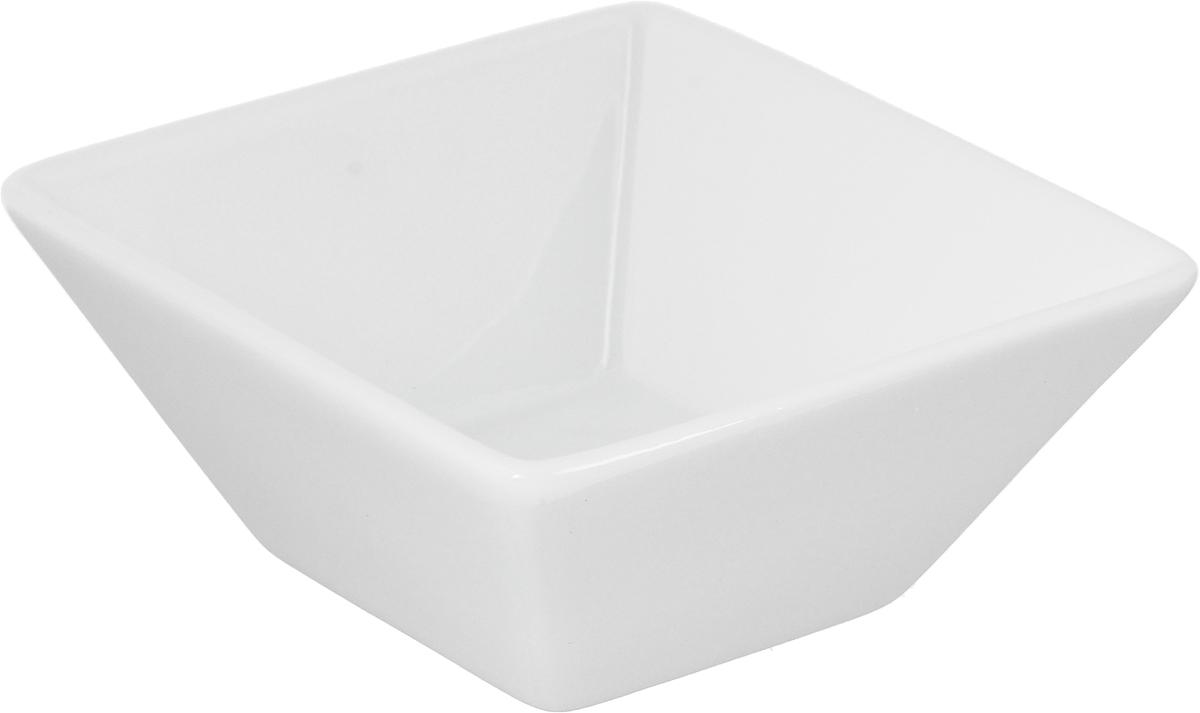 Салатник Ariane Джульет, 100 мл391602Салатник Ariane Джульет, изготовленный из высококачественного фарфора с глазурованным покрытием, прекрасно подойдет для подачи различных блюд: закусок, салатов или фруктов. Такой салатник украсит ваш праздничный или обеденный стол.Можно мыть в посудомоечной машине и использовать в микроволновой печи.Размер салатника (по верхнему краю): 9 х 9 см.Высота стенки: 4 см.Объем салатника: 100 мл.