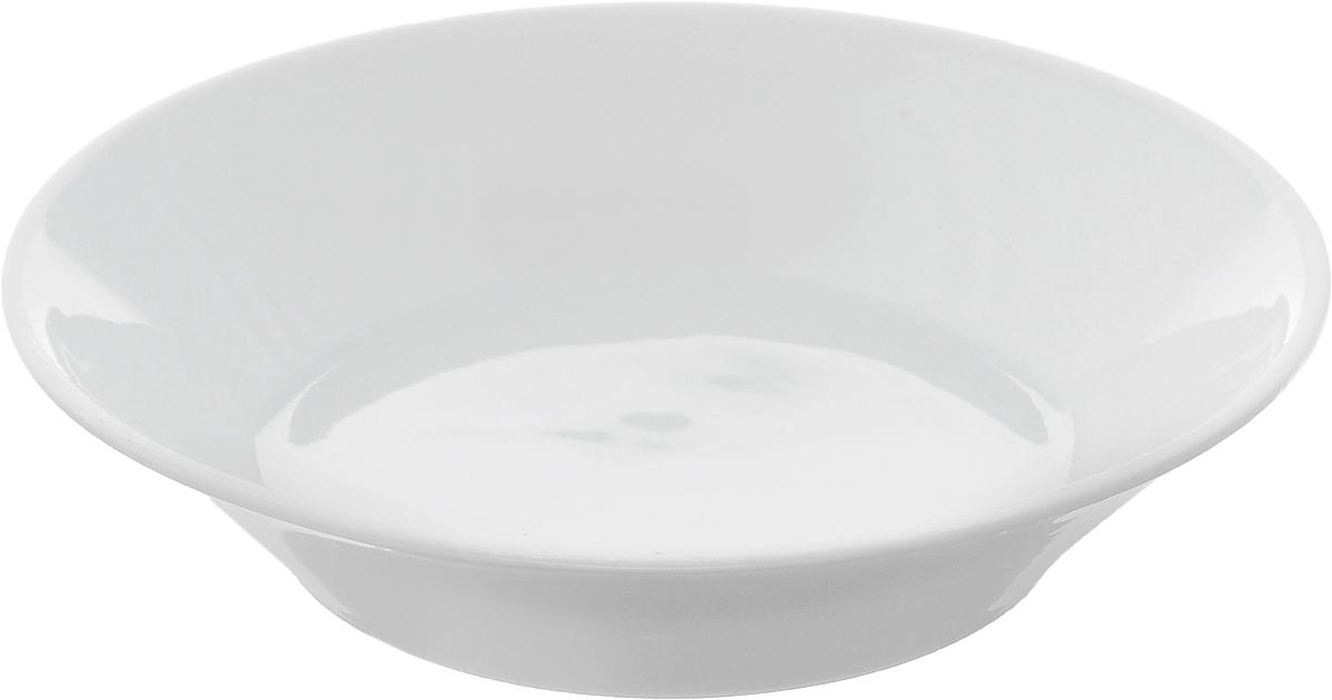 Блюдце Белье, диаметр 14 смFS-91909Блюдце Белье, изготовленное из высококачественного фарфора, имеет классическую круглую форму с приподнятыми краями. Изделие прекрасно впишется в интерьер вашей кухни и станет достойным дополнением к кухонному инвентарю. Тарелка Белье подчеркнет прекрасный вкус хозяйки и станет отличным подарком.Высота: 3 см.Диаметр тарелки: 14 см.