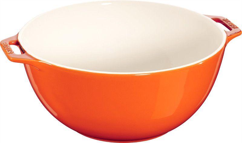 Миска Staub, цвет: оранжевый, диаметр 25 см40511-132Миска Staub изготовлена из керамики покрытой эмалью. Красивая керамическая миска сможет стать привлекательной частью сервировки вашего стола. Кроме того, в ней вы сможете смешать различные ингредиенты во время приготовления блюд. При приготовлении мяса, рыбы, овощей и т. п. в посуде бренда Staub не только сохраняются все полезные вещества, но и придаются особые вкусовые качества приготовляемой пищи.Подходит для приготовления блюд в духовке или микроволновой печи.Можно мыть в посудомоечной машине. Диаметр миски: 25 см.