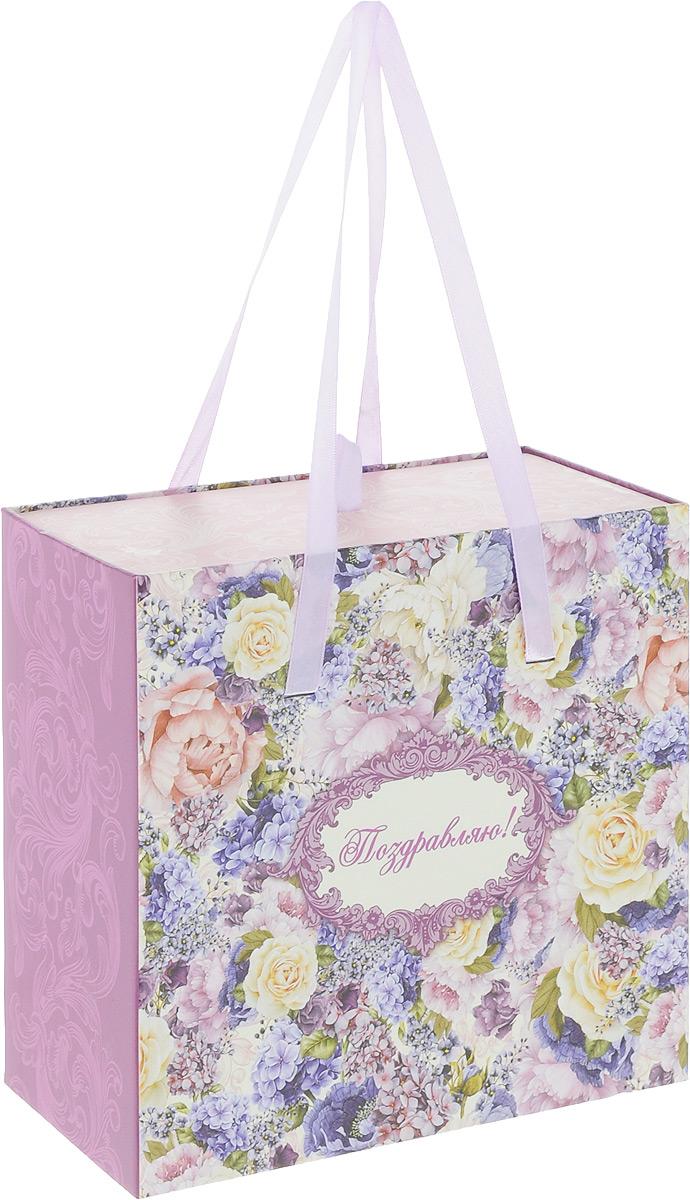 Коробка подарочная Magic Home Лиловые букеты, 18 х 18 х 9,5 см44275Подарочная коробка Magic Home Лиловые букеты, выполненная из плотного картона, оформлена красивым цветочным рисунком. Изделие имеет текстильные ручки. Подарочная коробка - это наилучшее решение, если вы хотите порадовать ваших близких и создать праздничное настроение, ведь подарок, преподнесенный в оригинальной упаковке, всегда будет самым эффектным и запоминающимся. Окружите близких людей вниманием и заботой, вручив презент в нарядном, праздничном оформлении.Размеры: 18 х 18 х 9,5 см.