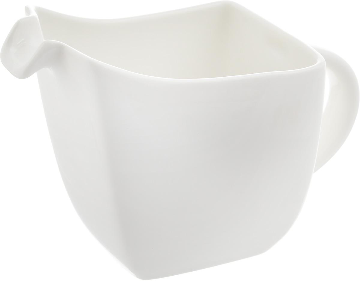 Соусник Ariane Rectangle, 250 мл115510Соусник Ariane Rectangle изготовлен из высококачественного фарфора, покрытого глазурью. Изделие предназначено для сервировки соусов, снабжено удобным носиком и ручкой. Такой соусник пригодится в любом хозяйстве, он подойдет как для праздничного стола, так и для повседневного использования. Изделие функциональное, практичное и легкое в уходе. Уникальный состав сырья, новейшие технологии и контроль качества гарантируют: снижение риска сколов, повышение термической и механической прочности, высокую сопротивляемость шоковым воздействиям, высокую устойчивость к стиранию, устойчивость к царапинам, возможность использования в духовых, микроволновых печах и посудомоечных машинах без потери внешнего вида, гладкий и блестящий внешний вид, абсолютная функциональность, защиту от деформации.