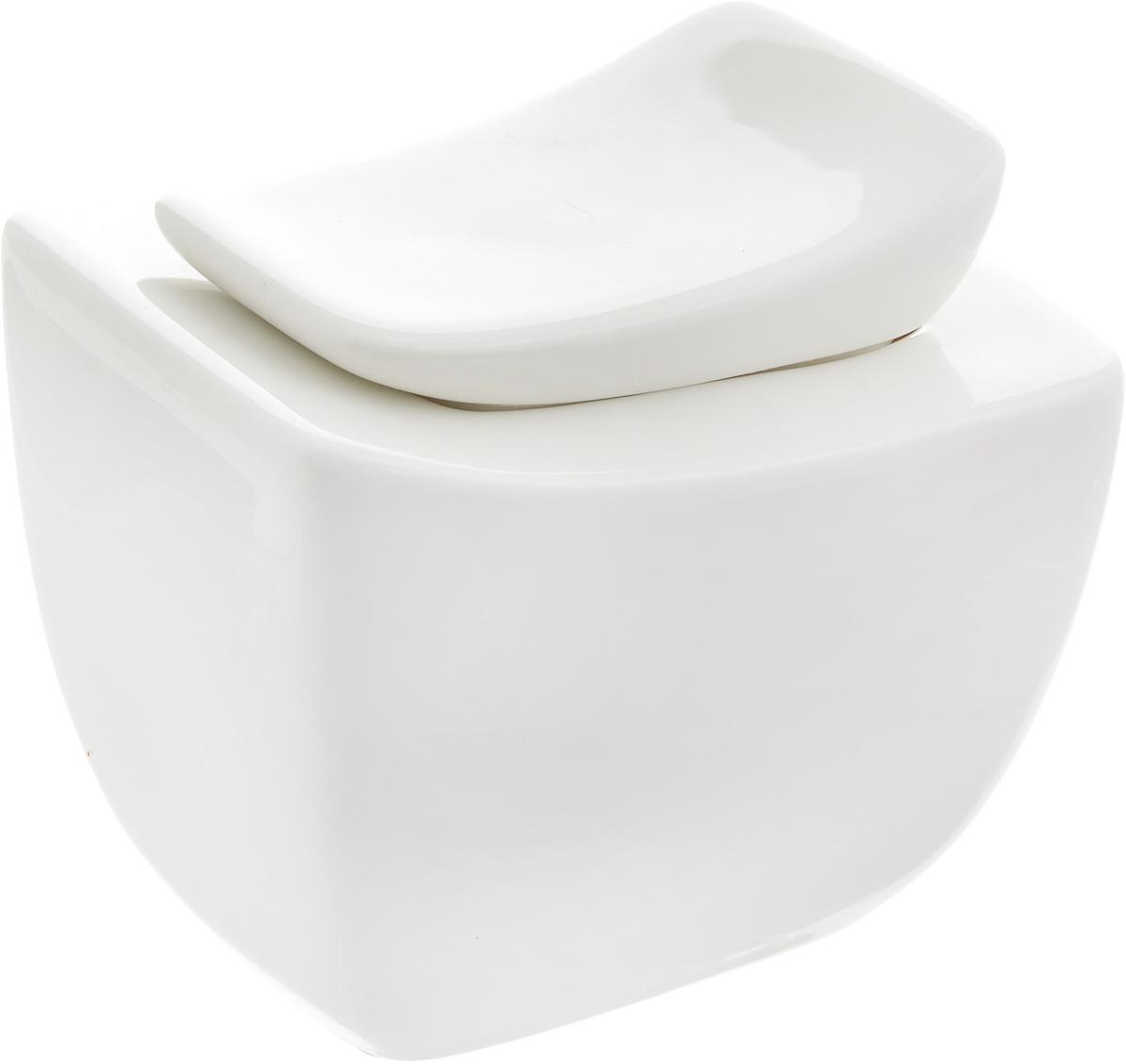 Сахарница Ariane Rectangle, 270 мл115510Сахарница Ariane Rectangle выполнена из высококачественного фарфора с глазурованным покрытием. Изделие имеет элегантную форму и может использоваться в качестве креманки. Десерт, поданный в такой посуде, будет ещё более сладким. Сахарница Ariane Rectangle станет отличным дополнением к сервировке семейного стола и замечательным подарком для ваших родных и друзей.Можно мыть в посудомоечной машине и использовать в микроволновой печи.