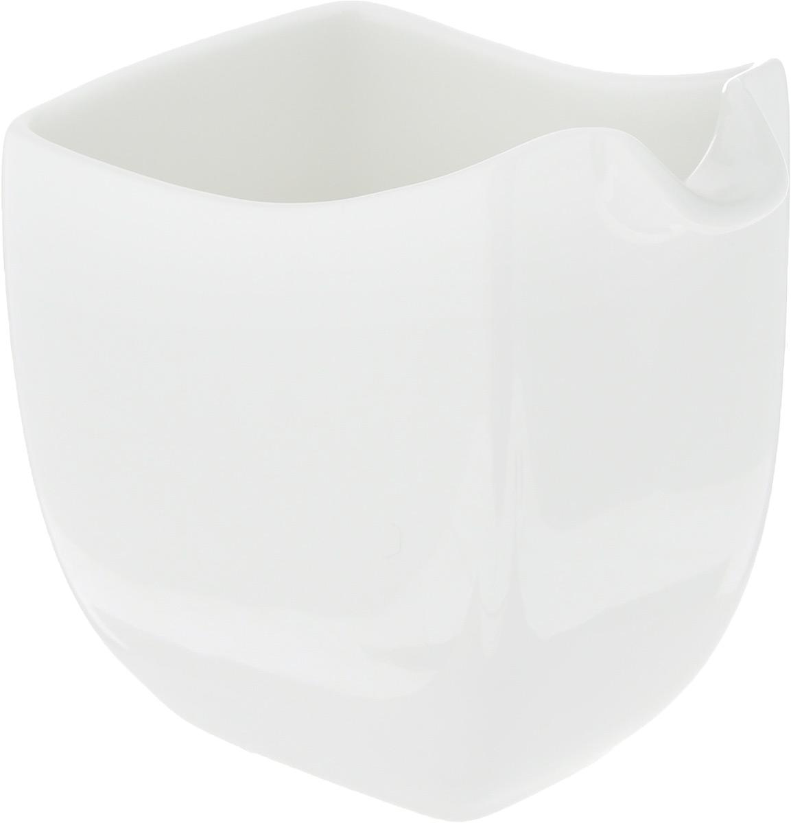 Молочник Ariane Rectangle, 150 мл115510Элегантный молочник Ariane Rectangle, выполненный из высококачественного фарфора с глазурованным покрытием, предназначен для подачи сливок, соуса и молока. Изящный, но в то же время простой дизайн молочника, станет прекрасным украшением стола. Можно мыть в посудомоечной машине и использовать в микроволновой печи. Размер молочника (по верхнему краю): 5,5 х 8 см.Высота молочника: 9 см.