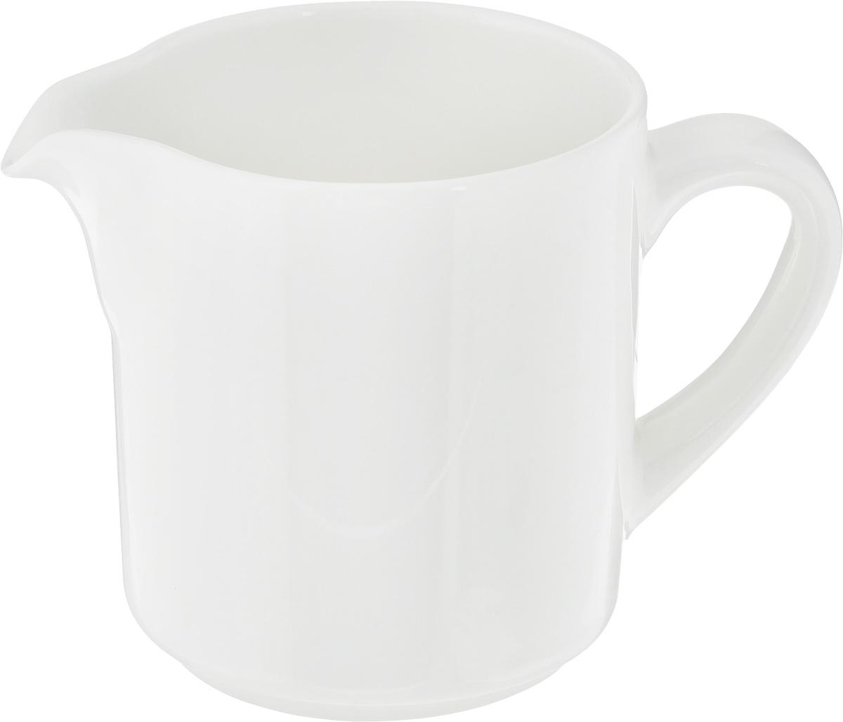 Молочник Ariane Прайм, 150 мл115510Молочник Ariane Прайм изготовлен из высококачественного фарфора с глазурованным покрытием. Изделие предназначено для сервировки сливок или молока. Такой молочник отлично подойдет как для праздничного чаепития, так и для повседневного использования. Изделие функциональное, практичное и легкое в уходе. Можно мыть в посудомоечной машине и использовать в СВЧ.Диаметр (по верхнему краю): 6,5 см.Высота: 8 см.