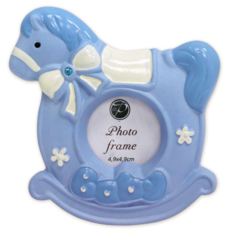 Фоторамка пластиковая Pioneer, цвет: голубой, белый, 4,9 х 4,9 см12723Фоторамка Pioneer изготовлена из высококачественной керамики и картона с металлическими элементами. Изделие выполнено в виде лошадки и декорирована надписью Baby. Оборотная сторона рамки оснащена специальной ножкой, благодаря которой ее можно поставить на стол или любое другое место в доме или офисе. Такая фоторамка поможет вам оригинально и стильно дополнить интерьер помещения, а также позволит сохранить память о дорогих вам людях и интересных событиях вашей жизни. Размер фотографии: 4,9 х 4,9 см. Размер фоторамки: 10,5 х 10,5 х 2 см.