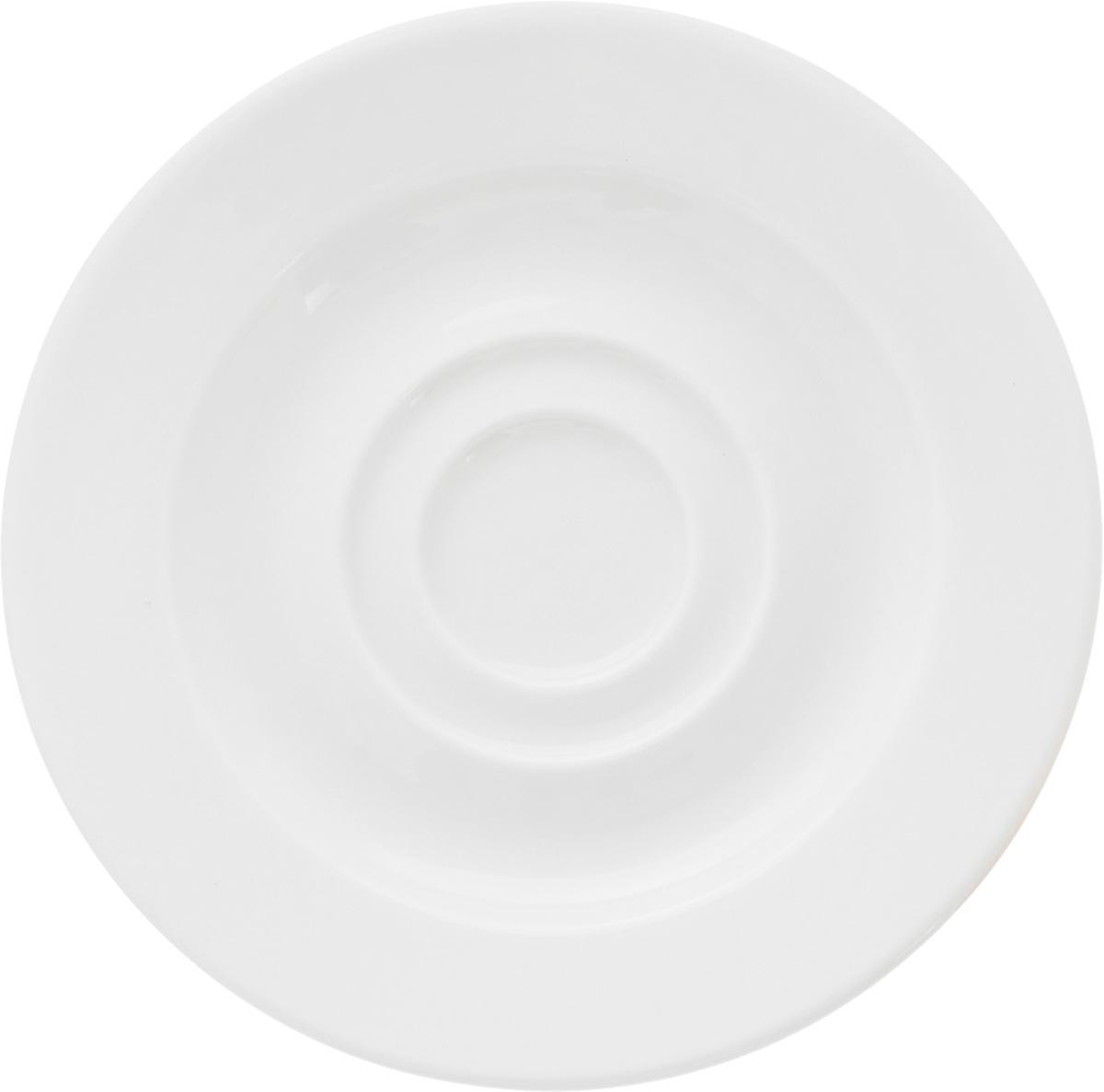 Блюдце Ariane Прайм, диаметр 12,5 см115510Оригинальное блюдце Ariane Прайм изготовлено из фарфора с глазурованным покрытием. Изделие сочетает в себе классический дизайн с максимальной функциональностью. Блюдце прекрасно впишется в интерьер вашей кухни и станет достойным дополнением к кухонному инвентарю. Можно мыть в посудомоечной машине и использовать в микроволновой печи.Диаметр блюдца (по верхнему краю): 12,5 см.Высота блюдца: 1,5 см.