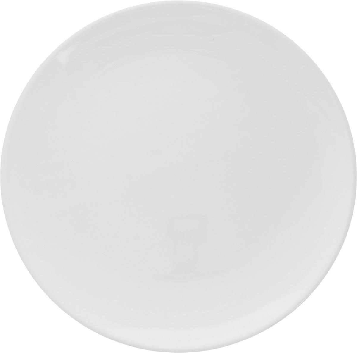 Тарелка Ariane Коуп, диаметр 21 см. AVCARN1102154 009312Тарелка Ariane Коуп, изготовленная из высококачественного фарфора, имеет классическую круглую форму без полей. Такая тарелка отлично подойдет в качестве блюда для закусок и нарезок, а также для подачи различных десертов. Изделие прекрасно впишется в интерьер вашей кухни и станет достойным дополнением к кухонному инвентарю. Тарелка Ariane Коуп подчеркнет прекрасный вкус хозяйки и станет отличным подарком.Можно мыть в посудомоечной машине и использовать в микроволновой печи. Высота: 2,5 см.Диаметр тарелки: 21 см.