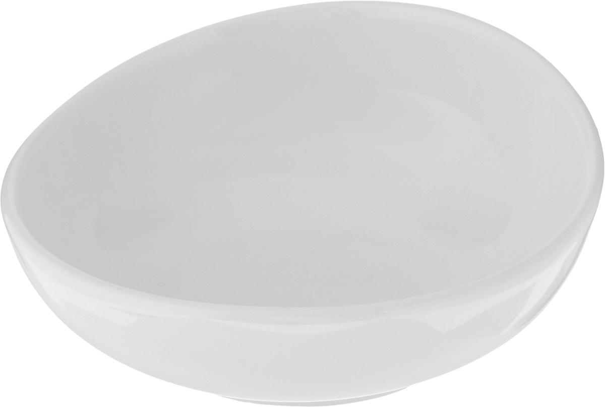 Салатник Ariane Коуп, 170 мл10950650Салатник Ariane Коуп, изготовленный из высококачественного фарфора с глазурованным покрытием, прекрасно подойдет для подачи различных блюд: закусок, салатов или фруктов. Такой салатник украсит ваш праздничный или обеденный стол.Можно мыть в посудомоечной машине и использовать в микроволновой печи.Диаметр салатника (по верхнему краю): 12 см.Диаметр основания: 6,5 см.Высота стенки: 4,5 см.Объем салатника: 170 мл.