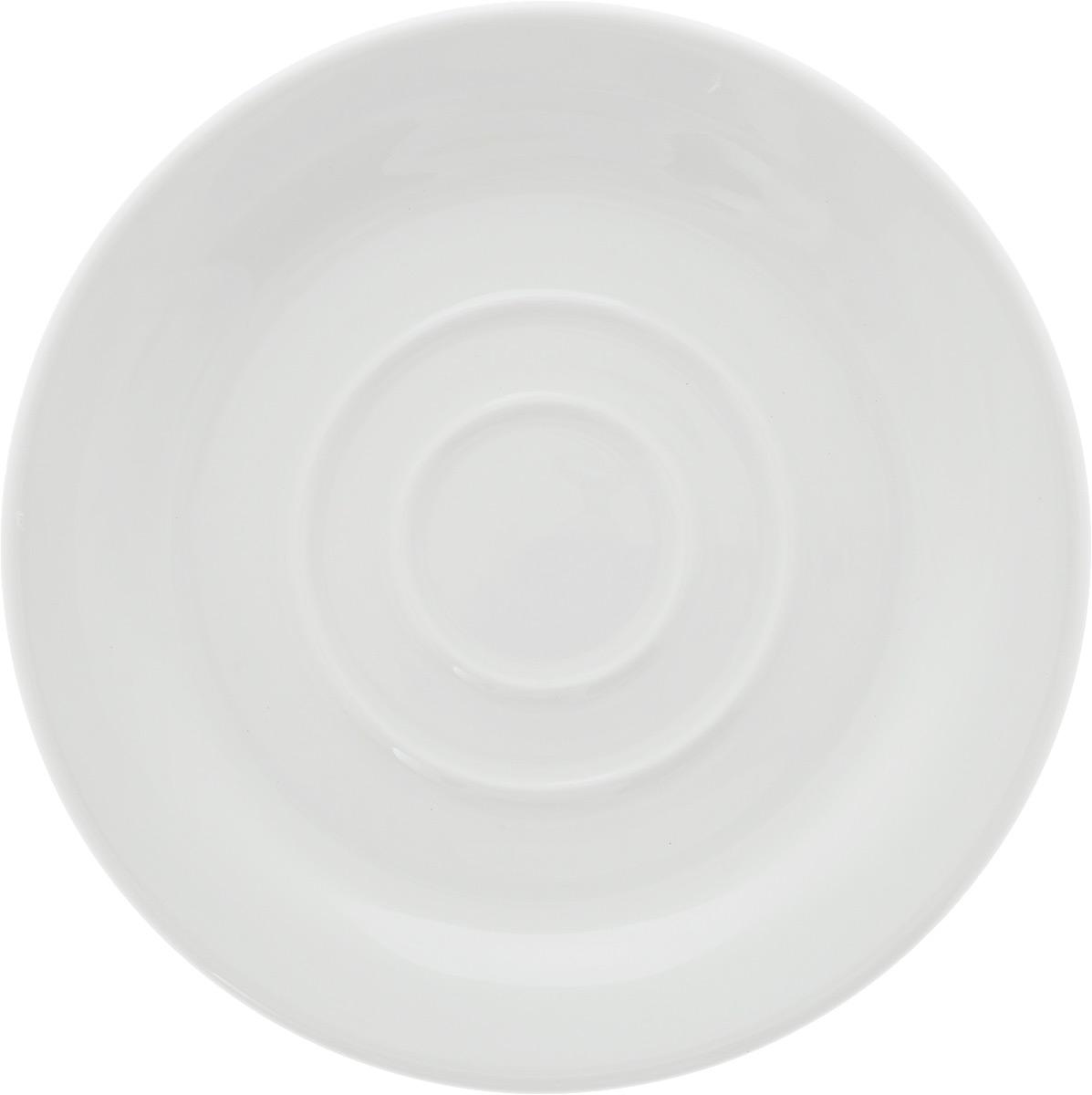 Блюдце Ariane Прайм, для кружки 400 мл, диаметр 16 см115510Блюдце Ariane Прайм выполнено из первоклассного фарфора в однотонном классическом дизайне. Фарфор Ariane, сделанный из высококачественного сырья, способен выдерживать любые интенсивные нагрузки и использование в индустрии общественного питания, которое известно своими высокими стандартами качества. Уникальный состав сырья, новейшие технологии и контроль качества гарантируют: - снижение риска сколов, - повышение термической и механической прочности, - высокую сопротивляемость шоковым воздействиям, - высокую устойчивость к истиранию, - устойчивость к царапинам, - возможность использования в духовых, микроволновых печах и посудомоечных машинах без потери внешнего вида, - гладкий и блестящий внешний вид, - абсолютную функциональность, - относительную безопасность в случае боя, защиту от деформации.