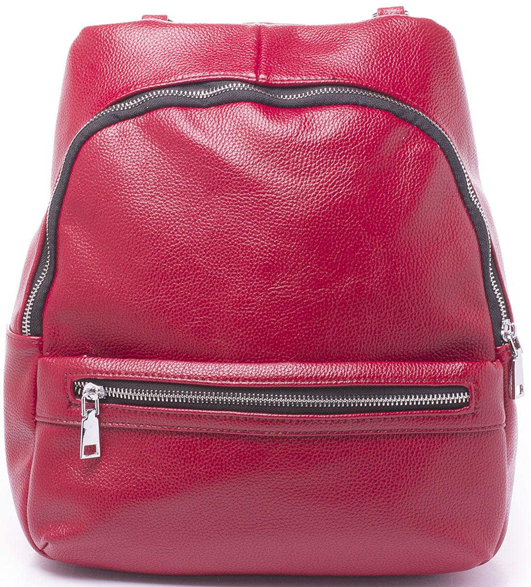 Рюкзак женский Baggini, цвет: красный. 29909/69S76245Рюкзак Baggini - модное и практичное решение. Рюкзак можно носить как на регулируемых по длине лямках, так и на наплечном ремне, как сумку. Изделие выполнено из экокожи и имеет одно большое отделение внутри, которое застегивается на молнию. Само отделение вмещает в себя еще три кармана: два накладных кармашка для телефона и мелочей и один прорезной на застежке-молнии. Так же рюкзак оснащен двумя находящимися рядом карманами спереди и одним сзади, оба на застежке-молнии.