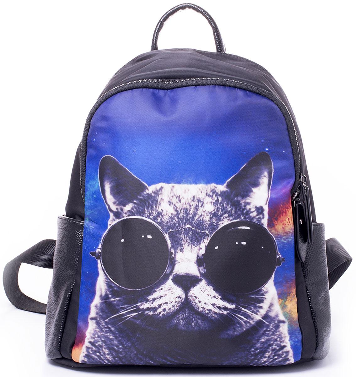 Рюкзак женский Baggini, цвет: черный, мультиколор. 29864-1/99BM8434-58AEКрасивый и практичный рюкзак Baggini исполнен из текстиля с элементами экокожи. Перед рюкзака оформлен сочным фото-принтом. Внутри рюкзак имеет два вместительных отделения на молнии. В большем из них присутствуют два кармашка - для мелочей и под сотовый телефон, а так же один прорезной карман на молнии. По бокам рюкзака имеются карманы на магнитных кнопках, на спинке вертикальный карман на застежке-молнии. Изделие оснащено удобными регулируемыми наплечными лямками и, для удобной переноски, ручкой сверху.