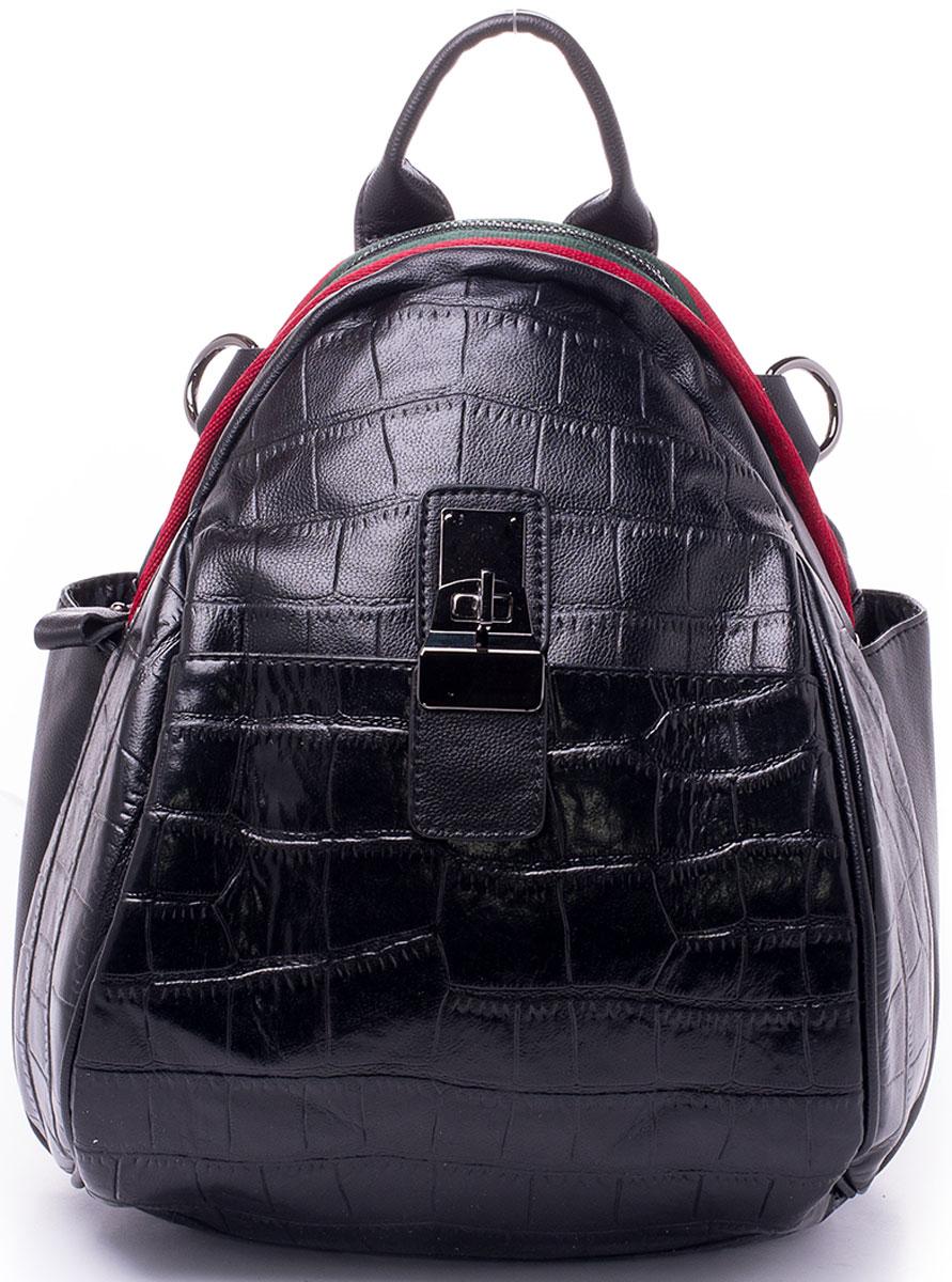 Рюкзак женский Baggini, цвет: черный. 29916/10ML597BUL/DЖенский рюкзак Baggini выполнен из искусственной кожи.Модель с одним отделением, закрывается на застежку-молнию . Внутри изделие имеет два накладных кармана и один прорезной карман на молнии. Передняя стенка дополнена накладным плоским карманом на замке, задняя стенка - прорезным карманом на молнии, боковые стороны - накладными карманами.Рюкзак оснащен регулируемыми плечевыми лямками и плечевым ремнем на карабинах.