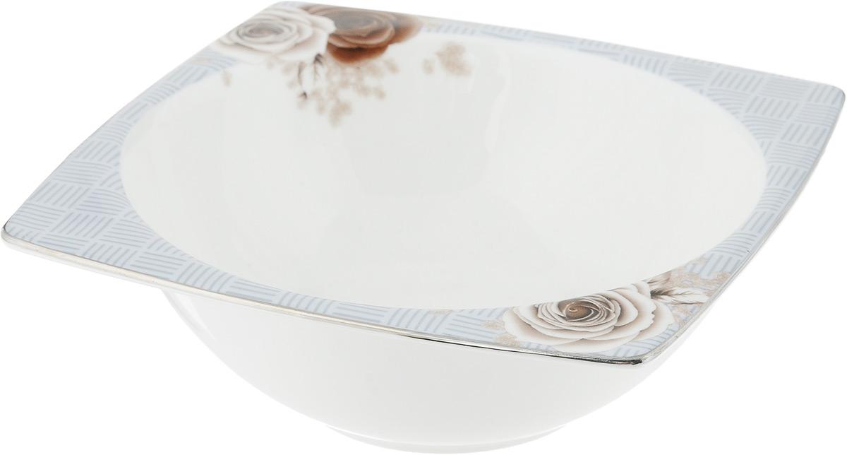 Салатник Дэниш, 14 х 14 см115510Салатник Дэниш, изготовленный из высококачественного фарфора с глазурованным покрытием, прекрасно подойдет для подачи различных блюд: закусок, салатов или фруктов. Такой салатник украсит ваш праздничный или обеденный стол.Можно мыть в посудомоечной машине и использовать в микроволновой печи.Размер салатника (по верхнему краю): 14 х 14 см.Высота стенки: 5 см.