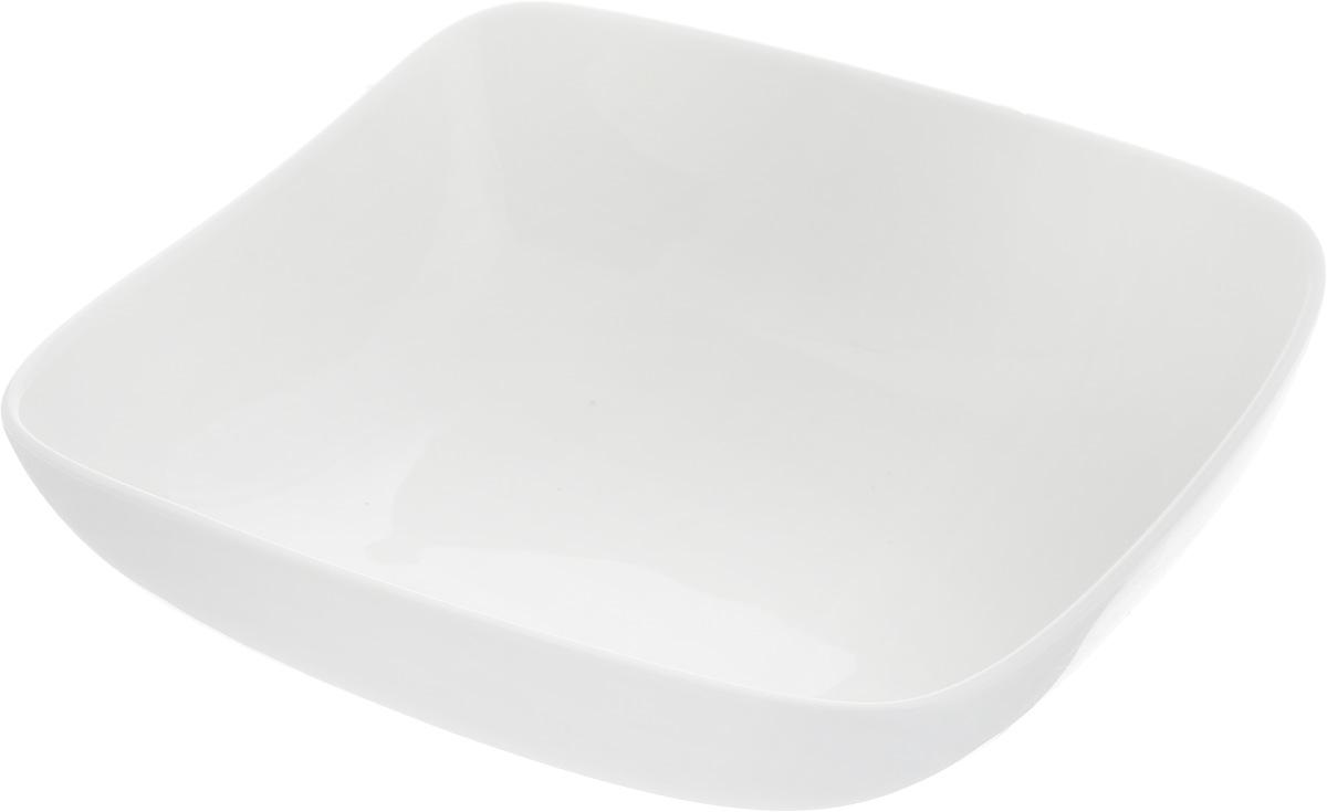 Салатник Ariane Vital Square, 750 млH8554Оригинальный салатник Ariane Vital Square, изготовленный из высококачественного фарфора, имеет квадратную форму и приподнятый край. Такой салатник украсит сервировку вашего стола и подчеркнет прекрасный вкус хозяина, а также станет отличным подарком. Можно мыть в посудомоечной машине и использовать в микроволновой печи. Размер салатника (по верхнему краю): 18 х 18 см. Максимальная высота салатника: 7 см.