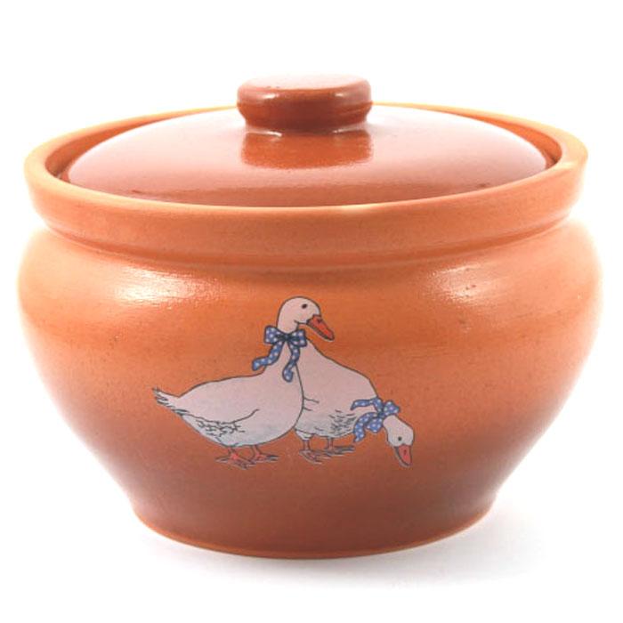 Горшок для запекания Ломоносовская керамика Гуси, с крышкой, 1 л94672Горшок для запекания Ломоносовская керамика с крышкой выполнен из высококачественной глины. Уникальные свойства глины и толстые стенки изделия обеспечивают эффект русской печи при приготовлении блюд. Блюда, приготовленные в керамическом горшке, получаются нежными исочными. Вы сможете приготовить мясо, сделать томленые овощи и все это без капли масла. Этоодин из самых здоровых способов готовки.