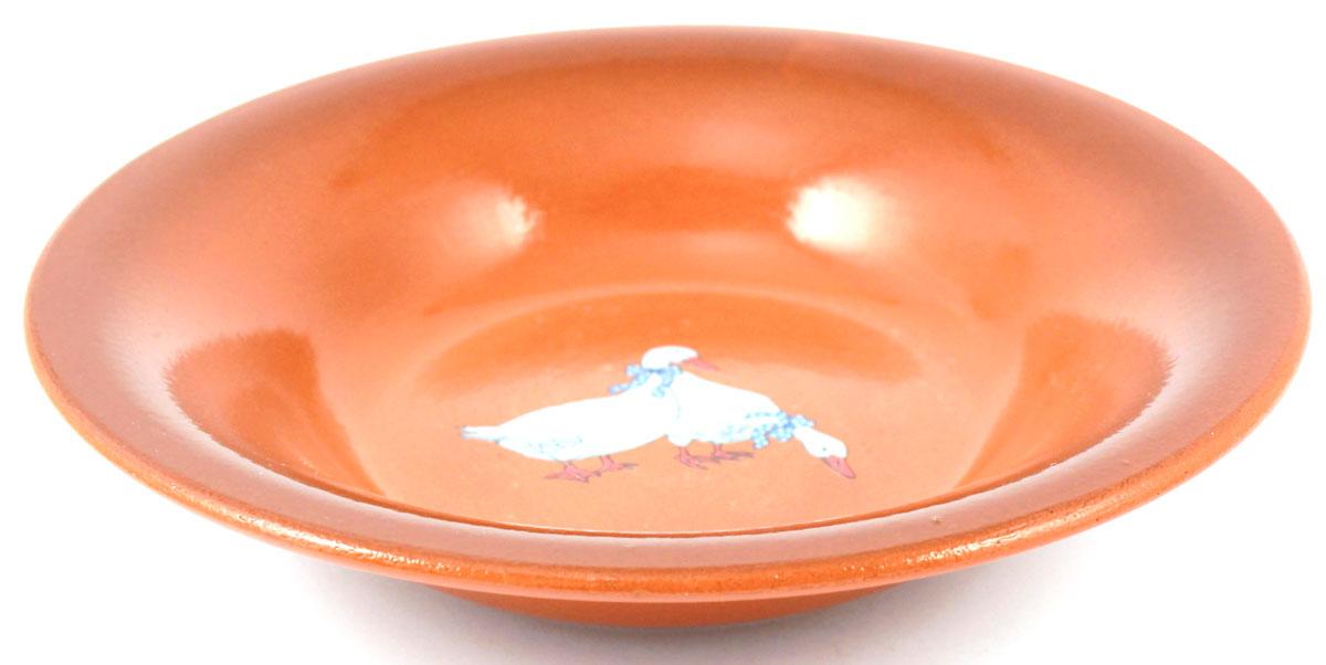 Тарелка суповая Ломоносовская керамика Гуси, диаметр 22 см2ТГ-22Тарелка суповая Ломоносовская керамика, изготовлена из керамики, имеет изысканный внешний вид. Лаконичный дизайн придется по вкусу и ценителям классики, и тем, кто предпочитает современный стиль. Такие тарелки идеально подойдут для сервировки стола.Тарелка Ломоносовская керамика впишется в любой интерьер современной кухни и станет отличным подарком для вас и ваших близких. Объем: 500 млДиаметр тарелки 22 см.