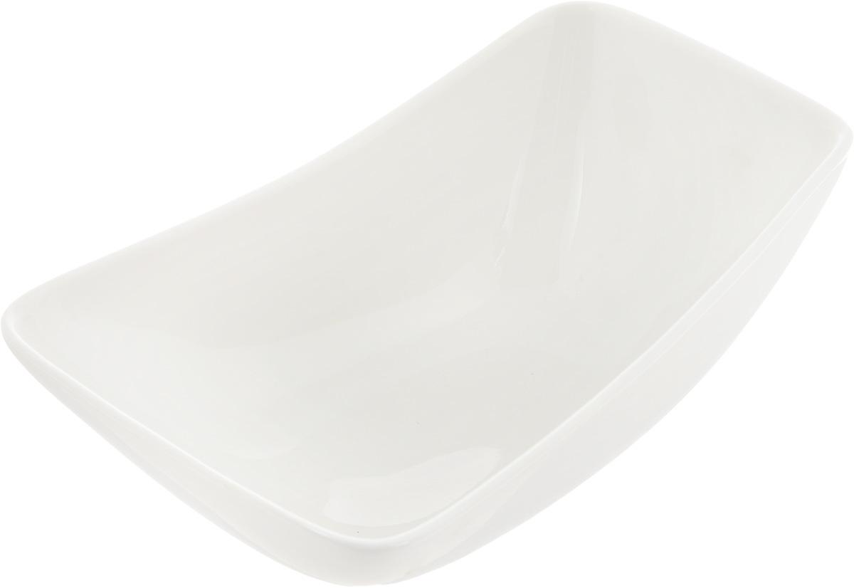 Салатник Ariane Rectangle, 260 мл54 009312Оригинальный салатник Ariane Rectangle, изготовленный из высококачественного фарфора, имеет оригинальную форму и приподнятый край. Такой салатник украсит сервировку вашего стола и подчеркнет прекрасный вкус хозяина, а также станет отличным подарком.Можно мыть в посудомоечной машине и использовать в микроволновой печи.Размер салатника (по верхнему краю): 15 х 9 см. Максимальная высота салатника: 6 см.