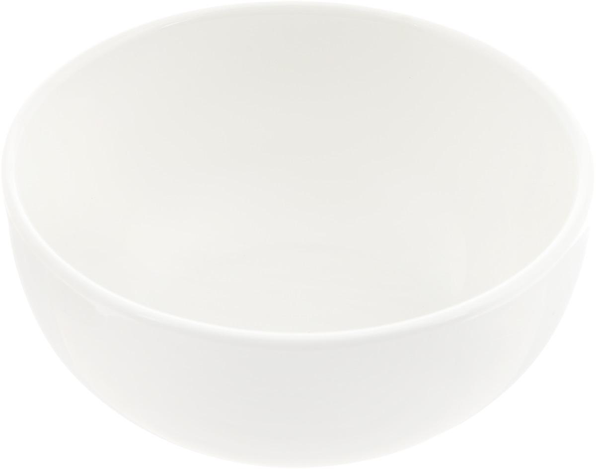 Салатник Ariane Прайм, 310 мл391602Салатник Ariane Прайм, изготовленный из высококачественного фарфора с глазурованнымпокрытием, прекрасно подойдет для подачи различных блюд: закусок, салатов или фруктов. Такой салатник украсит ваш праздничный или обеденный стол.Можно мыть в посудомоечной машине и использовать в микроволновой печи.Диаметр салатника (по верхнему краю): 11,5 см.Высота стенки: 5,5 см.Объем салатника: 310 мл.