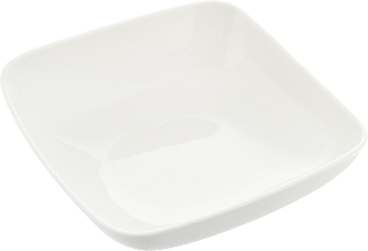 Салатник Ariane Vital Square, 1,05 лРАД00000471_светло-зеленый, коричневыйОригинальный салатник Ariane Vital Square, изготовленный из высококачественного фарфора,имеет квадратную форму и приподнятый край. Такой салатник украсит сервировку вашего стола и подчеркнет прекрасный вкус хозяина, а такжестанет отличным подарком.Можно мыть в посудомоечной машине и использовать в микроволновой печи.Размер салатника (по верхнему краю): 21 х 21 см. Максимальная высота салатника: 7 см.