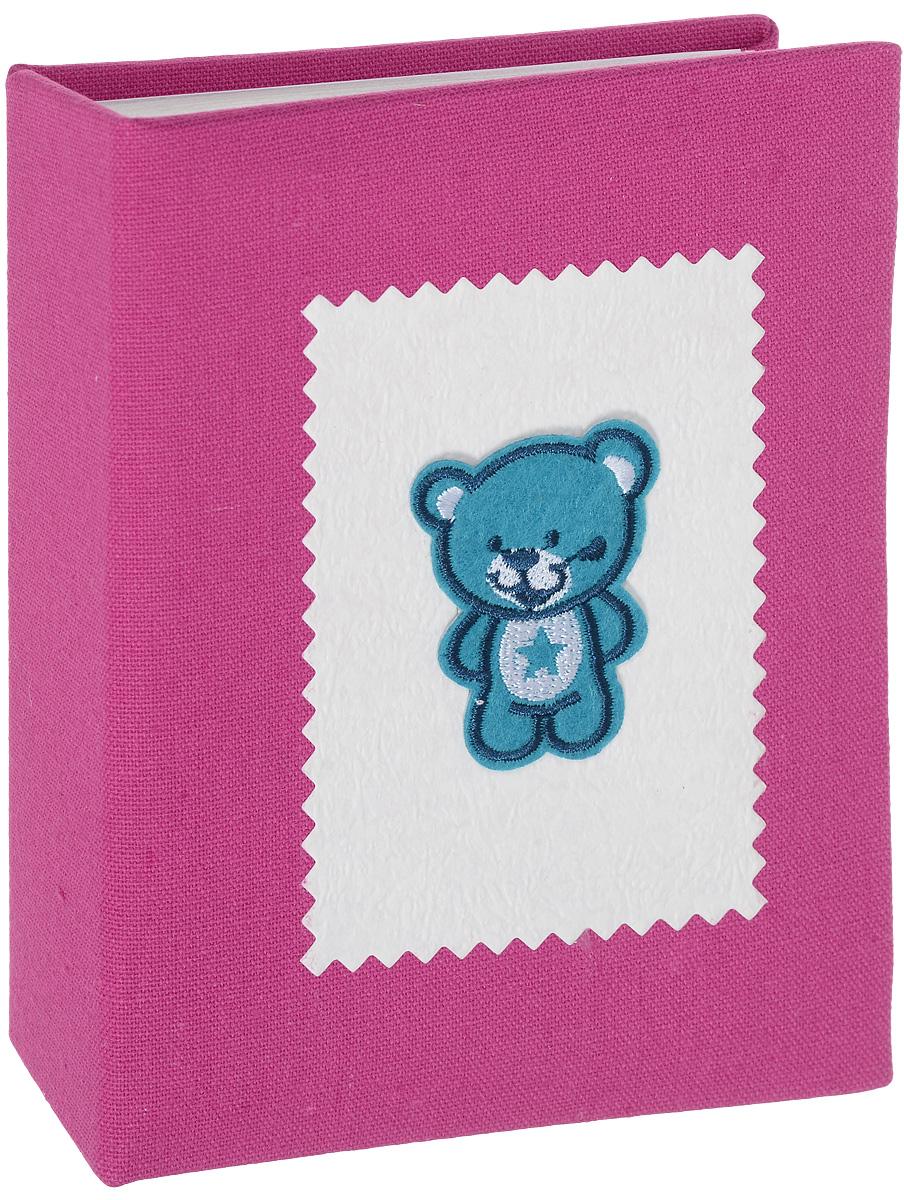 Фотоальбом Мишка, 100 фотографий, 10 х 15 см2М1614_розовый/9821/FФотоальбом Мишка сохранит моменты ваших счастливых мгновений на своих страницах! Обложка альбома выполнена из плотного картона, обтянутого текстилем, и оформлена милой аппликацией в виде мишки. Внутри содержится блок из 50 белых листов с фиксаторами-окошками из полипропилена. Фотоальбом рассчитан на 100 фотографий формата 10 х 15 см (по 1 фотографии на странице). Нам всегда так приятно вспоминать о самых счастливых моментах жизни, запечатленных на фотографиях. Поэтому фотоальбом является универсальным подарком к любому празднику. Количество листов: 50 шт.