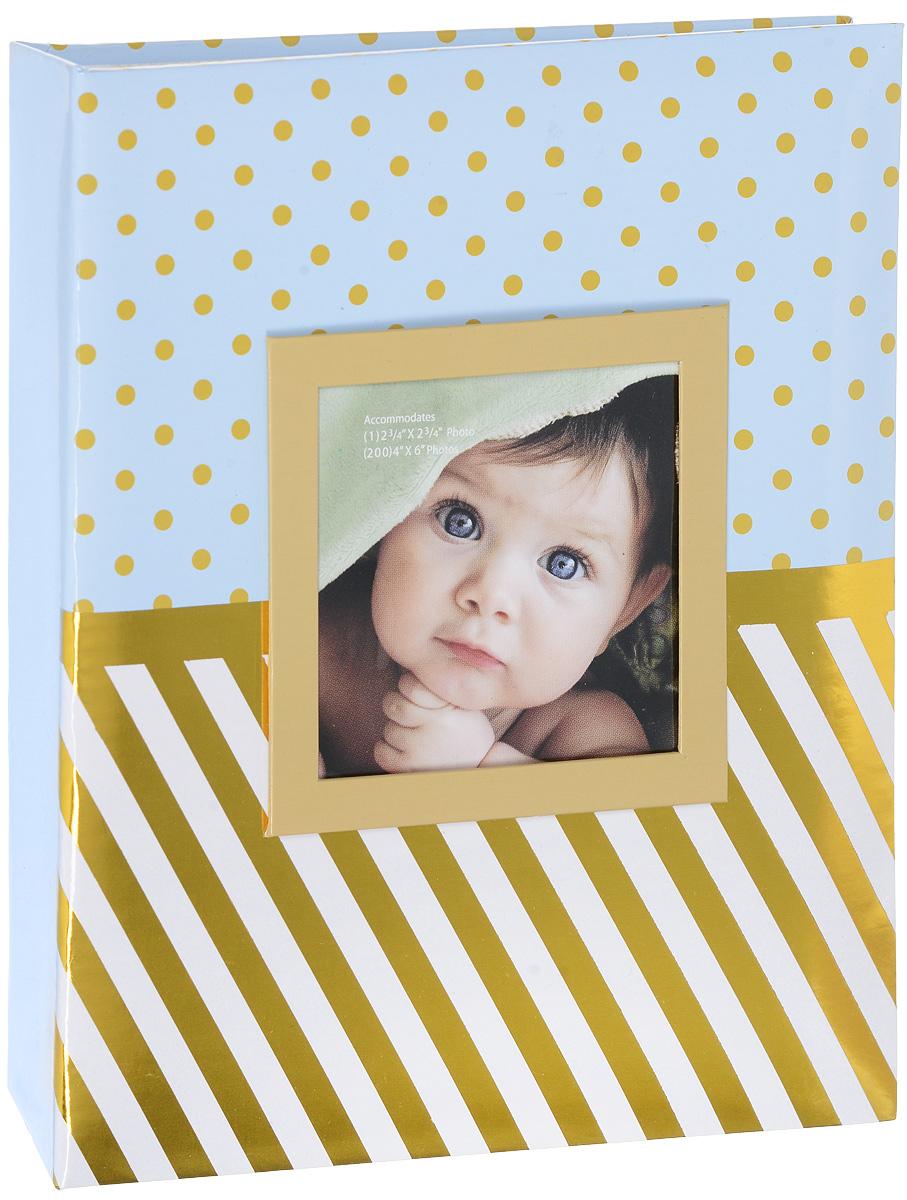 Фотоальбом Окно, цвет: голубой, золотистый, 200 фотографий, 10 х 15 см22316_черный, бежевый, оранжевый/С-46200LФотоальбом Окно сохранит моменты ваших счастливых мгновений на своих страницах! Обложка альбома выполнена из плотного картона и оформлена оригинальным принтом в горошек и полоску. Специальное окошко позволяет поместить одну фотографию формата 10 х 10 см. Внутри содержится блок из 50 белых листов с фиксаторами-окошками из полипропилена. Фотоальбом рассчитан на 200 фотографий формата 10 х 15 см (по 2 фотографии на странице). Нам всегда так приятно вспоминать о самых счастливых моментах жизни, запечатленных на фотографиях. Поэтому фотоальбом является универсальным подарком к любому празднику. Количество листов: 50 шт.