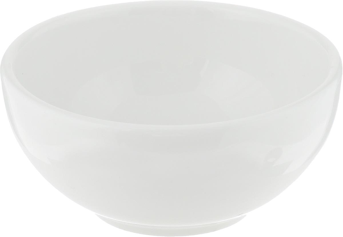 Салатник Ariane Прайм, 120 мл507853Салатник Ariane Прайм, изготовленный из высококачественного фарфора с глазурованным покрытием, прекрасно подойдет для подачи различных блюд: закусок, салатов или фруктов. Такой салатник украсит ваш праздничный или обеденный стол.Можно мыть в посудомоечной машине и использовать в микроволновой печи.Диаметр салатника (по верхнему краю): 9 см.Высота: 4,5 см.Объем салатника: 120 мл.