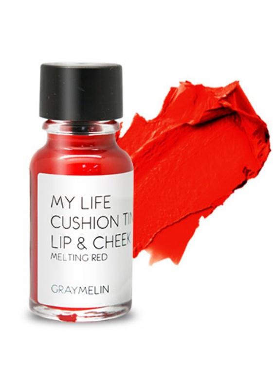 Graymelin, Тинт для губ и щек (melting red), Cushion Tint Lip & Cheek,Satin Hair 7 BR730MNЛегкий тинт для губ и скул с консистенцией эссенции от Graymelin, сохраняет цвет и сочность губ в течение длительного времени, придает румянец и здоровый цвет коже лица, активно увлажняет, питает и впитывается без растекания. Это декоративное и ухаживающее средство не оставляет на губах дискомфорта и жирного блеска, после нанесения не смазывается.