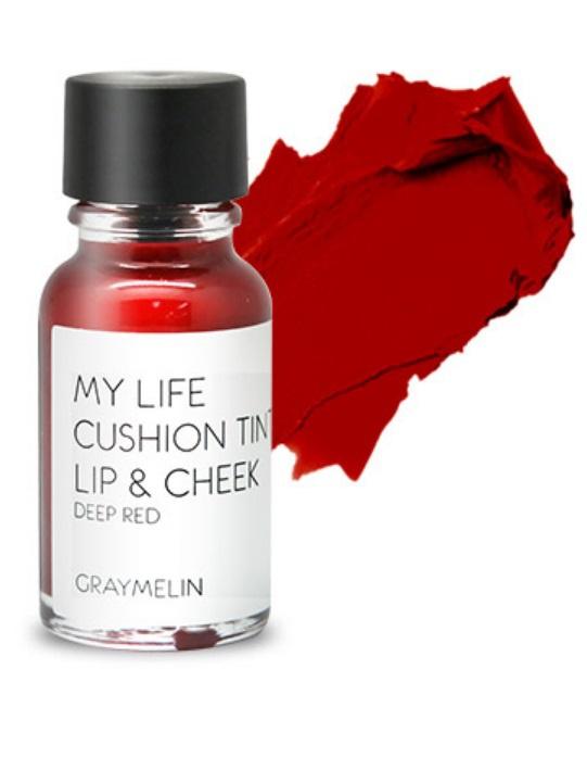 Graymelin, Тинт для губ и щек (deep red), Cushion Tint Lip & Cheek,SC-FM20104Легкий тинт для губ и скул с консистенцией эссенции от Graymelin, сохраняет цвет и сочность губ в течение длительного времени, придает румянец и здоровый цвет коже лица, активно увлажняет, питает и впитывается без растекания. Это декоративное и ухаживающее средство не оставляет на губах дискомфорта и жирного блеска, после нанесения не смазывается.