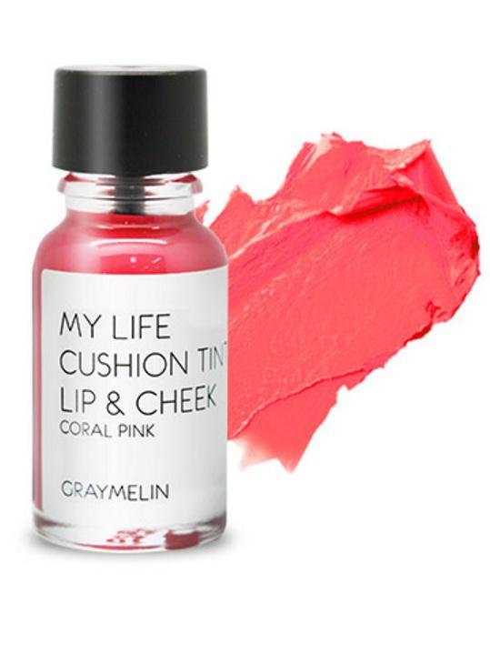 Graymelin, Тинт для губ и щек (coral pink), Cushion Tint Lip & Cheek,28032022Легкий тинт для губ и скул с консистенцией эссенции от Graymelin, сохраняет цвет и сочность губ в течение длительного времени, придает румянец и здоровый цвет коже лица, активно увлажняет, питает и впитывается без растекания. Это декоративное и ухаживающее средство не оставляет на губах дискомфорта и жирного блеска, после нанесения не смазывается.