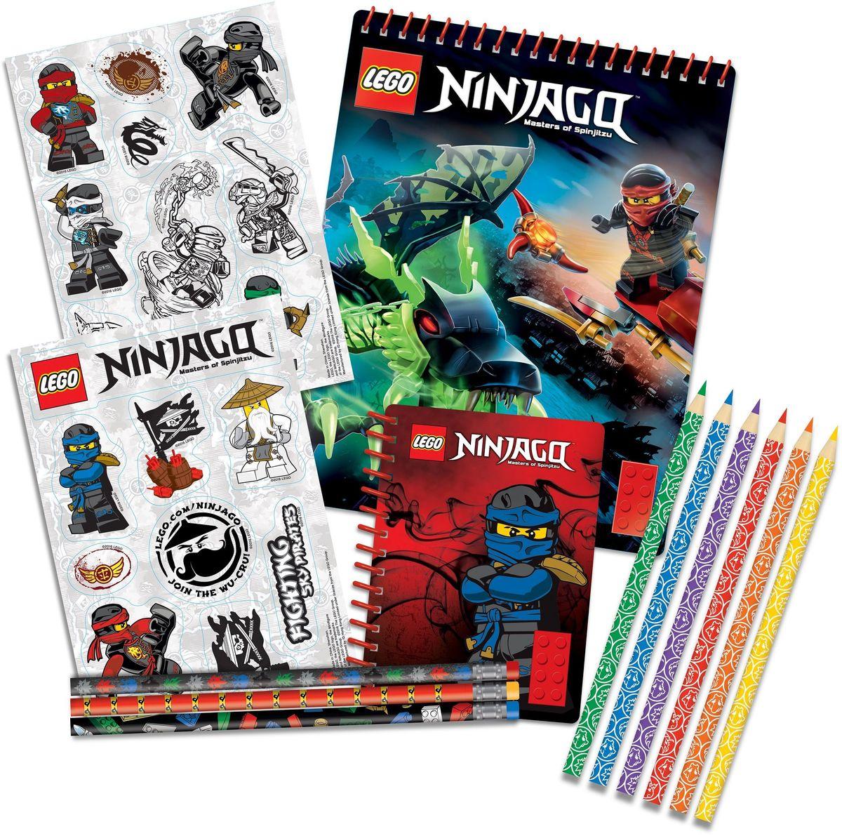 LEGO Ninjago Канцелярский набор 13 предметов 5163172523WDКанцелярский набор LEGO Ninjago станет замечательным подарком для любого школьника, увлекающегося конструкторами LEGO.Набор включает в себя три простых карандаша с ластиками, 6 цветных карандашей, блокнот на спирали (100 листов), альбом для рисования на спирали (60 листов) и два листа с наклейками.Набор канцелярских принадлежностей - стильные и незаменимые аксессуары на каждый день!