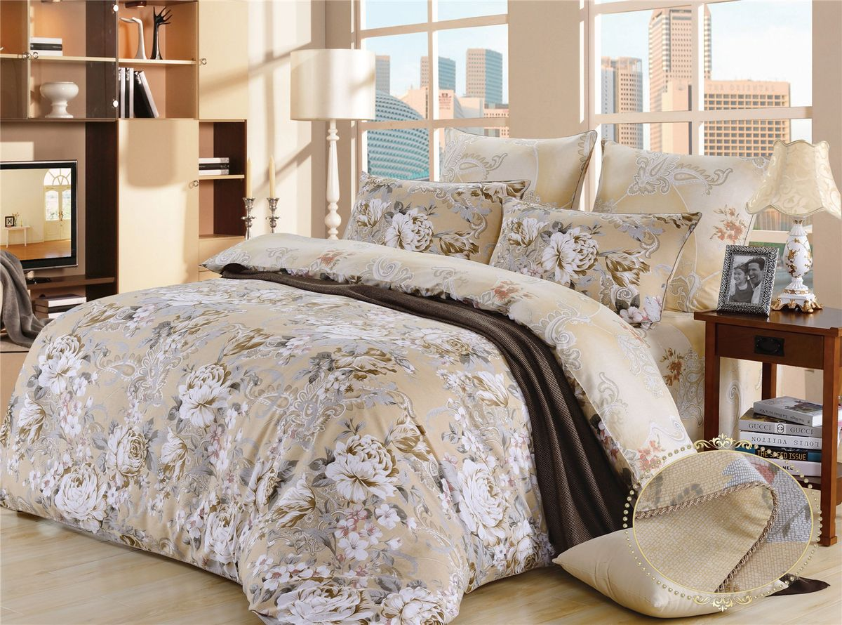 Комплект постельного белья KAZANOV.A. Хелена, сатин, евроR23-Евро-610-ZПостельное белье KAZANOV.A. серии «Сатин- Хлопок»- это сатин высокого качества , имеет мягкую лицевую поверхность . Для нанесения рисунка на ткани используется реактивная и пигментная печать.В большинстве дизайнов используются два вида ткани основной и компаньон.Применяются экологически чистые красители. В пододеяльнике и наволочках используются надежные молнии, с логотипом компании на застежке. При пошиве используются разработанные для компании KAZANOV.A. , уникальне виды отделок: Витой шелковый кант на хлопковой основе не дающий усадку в отличие от сатинового канта на котором при эксплуатации образуется пиллинг (катышки).Комплекты изящно выложены в Брендовую подарочную упаковку «KAZANOV.A.»: ламинированная коробка + фирменный пакет с ручками из шелковистого витого шнура.