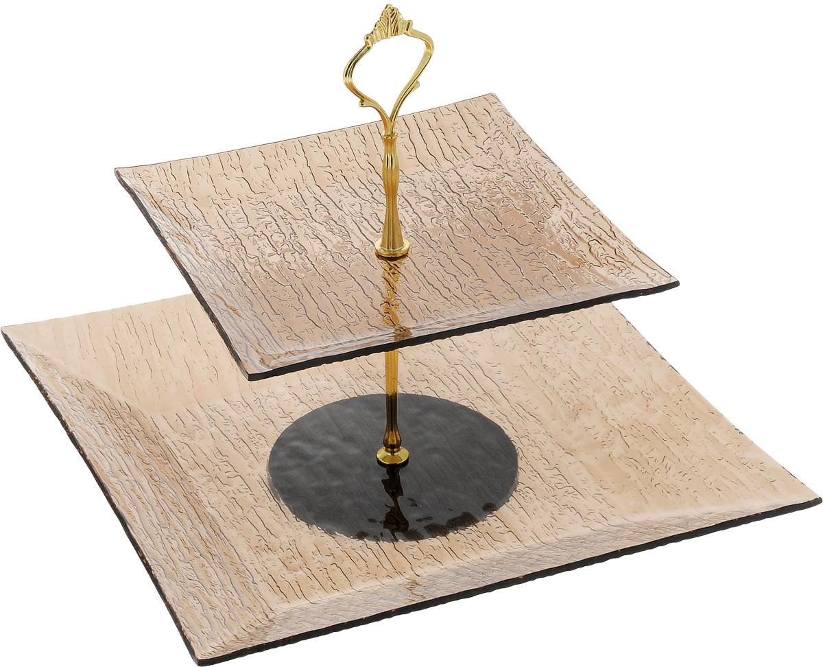 Фруктовница Vilarty, 2-ярусный, высота 25 смVT-1520(SR)Фруктовница Vilarty, выполненная из высококачественного стекла, сочетает в себе стильный дизайн с максимальной функциональностью. Изделие состоит из 2 блюд разного размера, которые оформлены с внешней стороны изящным рельефом. Стойка-держатель выполнена из металла. Фруктовница предназначена для красивой сервировки конфет, фруктов и десертов. Она украсит сервировку вашего стола и подчеркнет прекрасный вкус хозяйки, а также станет отличным подарком. Размер малого блюда: 19,5 х 19,5 х 1,5 см.Размер большого блюда: 29 х 29 х 3 см.Высота фруктовницы: 25 см.