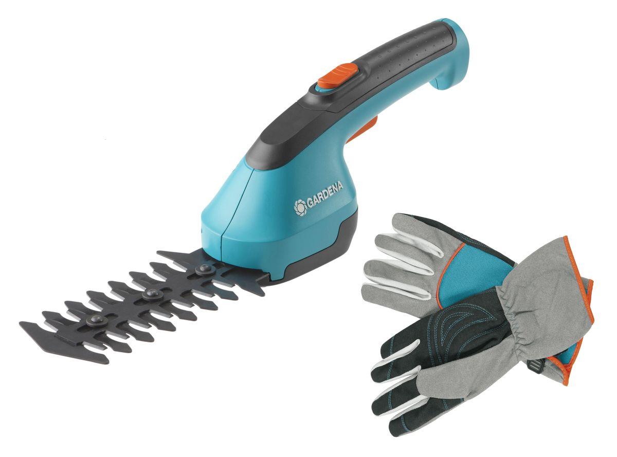 Ножницы для кустарников Gardena AccuCut, аккумуляторные + Перчатки Gardena для ухода за кустарниками. Размер 9. 07730-20.000.00K100Аккумуляторные ножницы для кустарников Gardena AccuCut используются для придания формы кустарникам и живым изгородям. Эргономичная форма ручки позволяет с легкостью управлять инструментом, а большая кнопка блокировки делает эксплуатацию безопасной. Лезвия с прецизионной заточкой и мощный литий-ионный аккумулятор обеспечивают точный срез и удобство в использовании. Литий-ионная аккумуляторная батарея обладает высокой эффективностью, проста в обслуживании, не имеет эффекта памяти и может подзаряжаться в любое время.Комплектация:- аккумуляторные ножницы для кустарников,- нож для кустарников,- зарядное устройство,- аккумулятор.Напряжение аккумулятора: 3,6 В. Емкость аккумулятора: 1,5 А*ч.Время работы ножниц: 40 минут.Время зарядки аккумулятора: 5 часов. Размеры ножниц (ВхШхД): 12,3 x 9,2 х 39 см.Перчатки Gardena прекрасно защищают руки и отлично выглядят. Теперь работа с кустарниками и колючими растениями перестанет угрожать порезами и другими травмами.Перчатки Gardena для работы с кустарниками отличаются особыми преимуществами: прочнейшая защита пальцев во время обрезки или ухода. Ладони и верхняя часть пальцев надежно защищены прочным материалом. Такой дизайн позволяет чувствовать свои руки защищенными, в случае если вы должны нести колючие растения или острые инструменты. Руки не потеют благодаря тщательно подобранному высококачественному материалу. Благодаря тому, что перчатки для ухода за кустарниками имеют удлиненные манжеты, не только ваши руки и запястья хорошо защищены, но также и нижние предплечья. Специально разработанный дизайн области большого пальца и материалы премиального качества позволяют выполнять тонкую и деликатную работу по уходу за кустарниками и колючими растениями максимально аккуратно.Эти перчатки позволяют работать с уверенностью и быть тщательно защищенным.