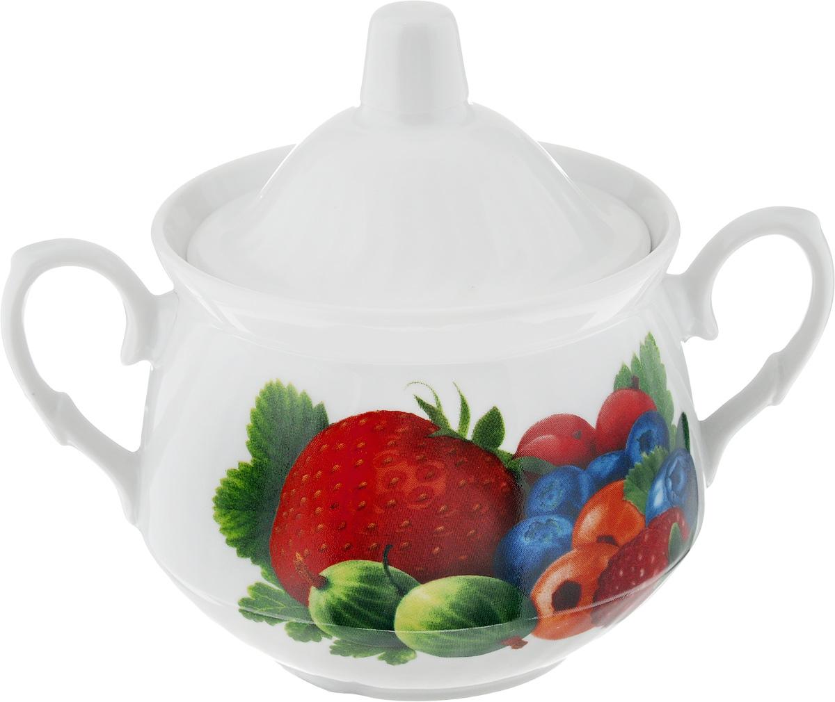 Сахарница Кирмаш. Садовые ягоды, 450 мл115510Великолепная сахарница Кирмаш. Садовые ягоды, выполненная из высококачественного фарфора, оснащена крышкой и 2 ручками по бокам. Изделие украшено ярким рисунком. Эксклюзивный дизайн, эстетичность и функциональность сахарницы делают ее незаменимой на любой кухне.Диаметр сахарницы (по верхнему краю): 10 см.Высота сахарницы (без учета крышки): 9 см.Ширина сахарницы (с учетом ручек): 16 см.