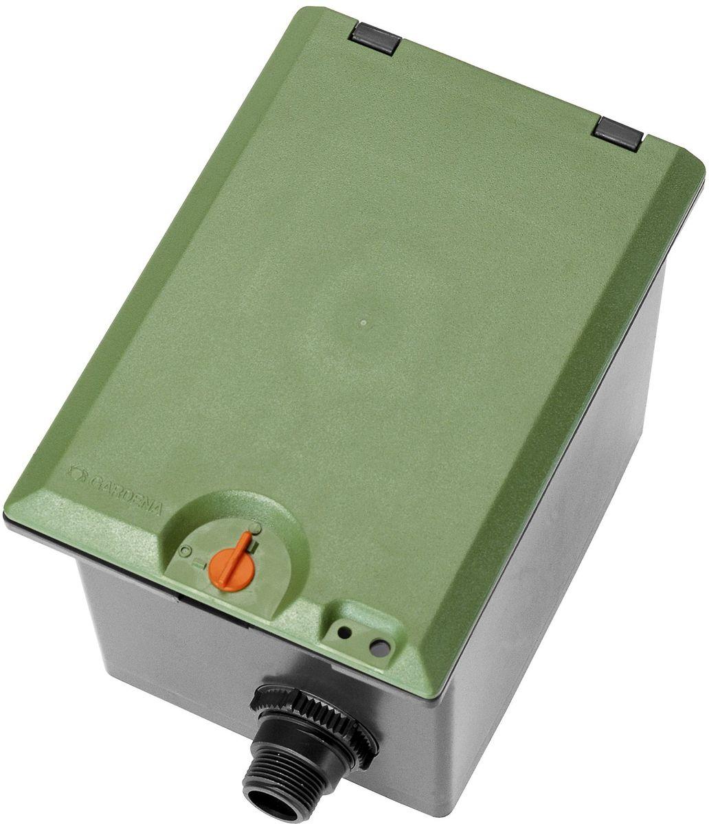 Коробка для клапана Gardena, для полива V1, наружная резьба 1106-026Коробка для клапана Gardena используется для подземной установки клапана для полива V1. Легко подключается с помощью телескопического резьбового соединения. Механизм блокировки на крышке предотвращает травмы детей. Устройство имеет наружную резьбу G1.