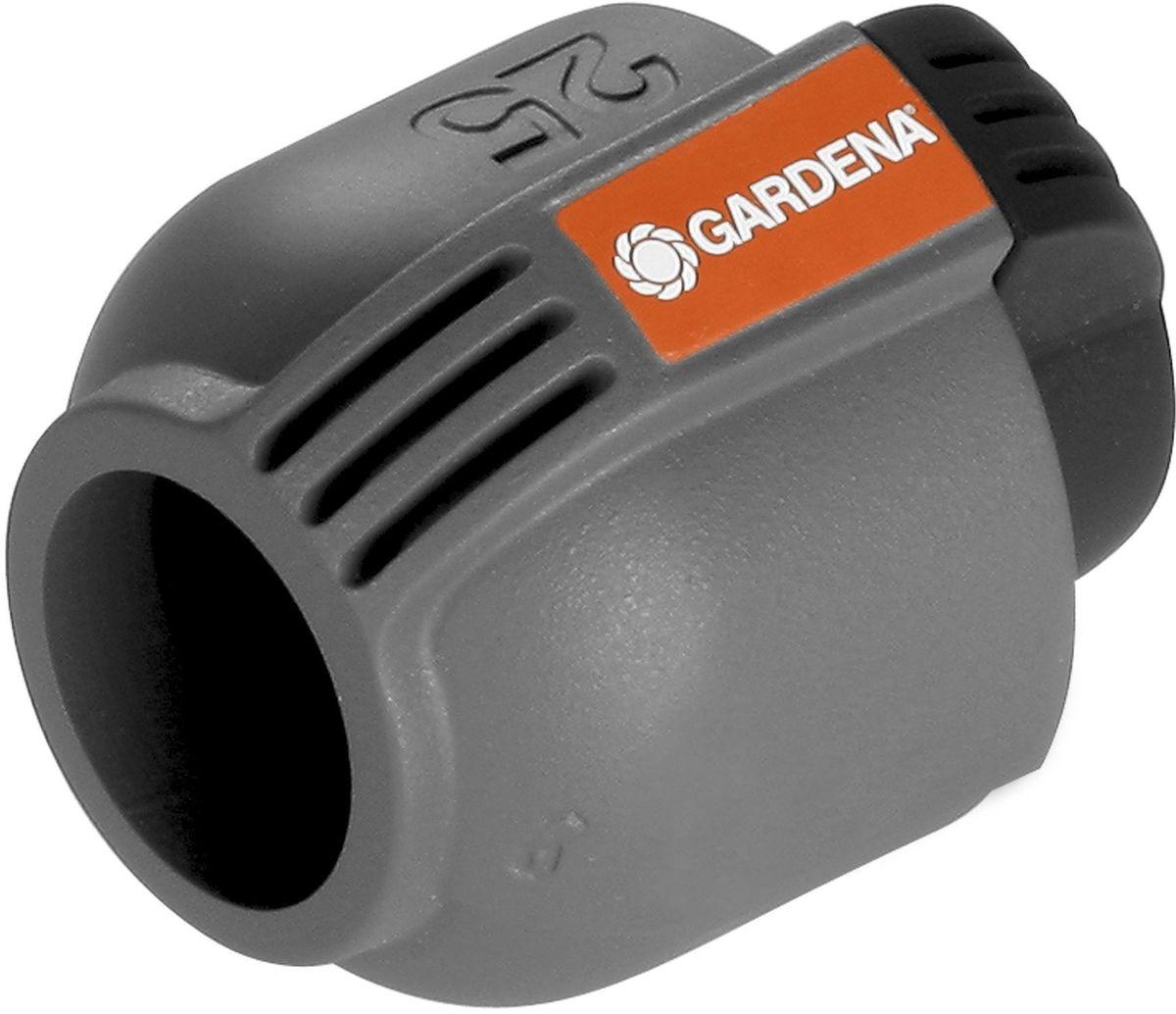 Заглушка Gardena, 25 мм106-026Пластиковая заглушка Gardena, входящая в систему дождевания Gardena Sprinklersystem, предназначена для безопасного замыкания подающего шланга. Благодаря запатентованной технологии простого соединения Quick & Easy, соединение/разъединение труб осуществляется без инструментов, простым поворотом резьбового фитинга на 140°.