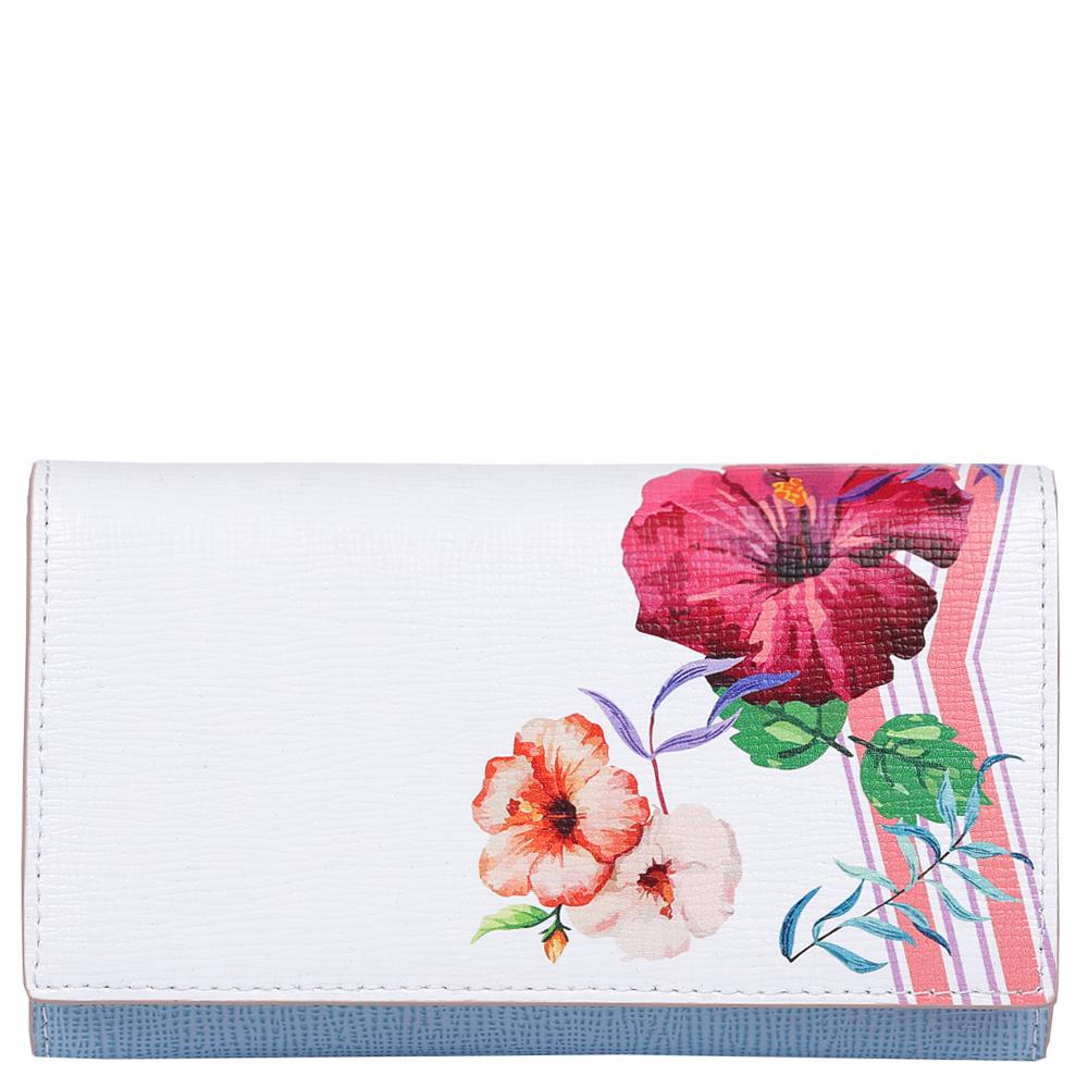 Кошелек женский Leo Ventoni, цвет: белый, голубой. L3309891-022_516Изысканный женский кошелек от итальянского бренда Leo Ventoni выполнен из натуральной кожи с невероятно модным и изысканным тиснением. Элегантное сочетание белого, голубого и розового оттенков, а также дизайнерский принт в виде женственных цветов превращают кошелек в элегантный аксессуар, который придется по вкусу любительницам новых тенденций моды. Внутри модели находятся 1 вместительных отделения для купюр, а также 12 отсеков для дисконтных и кредитных карт. На тыльной части аксессуара есть глубокий карман на молнии с металлическим поводком. Кошелек закрывается на прочную заклепку.