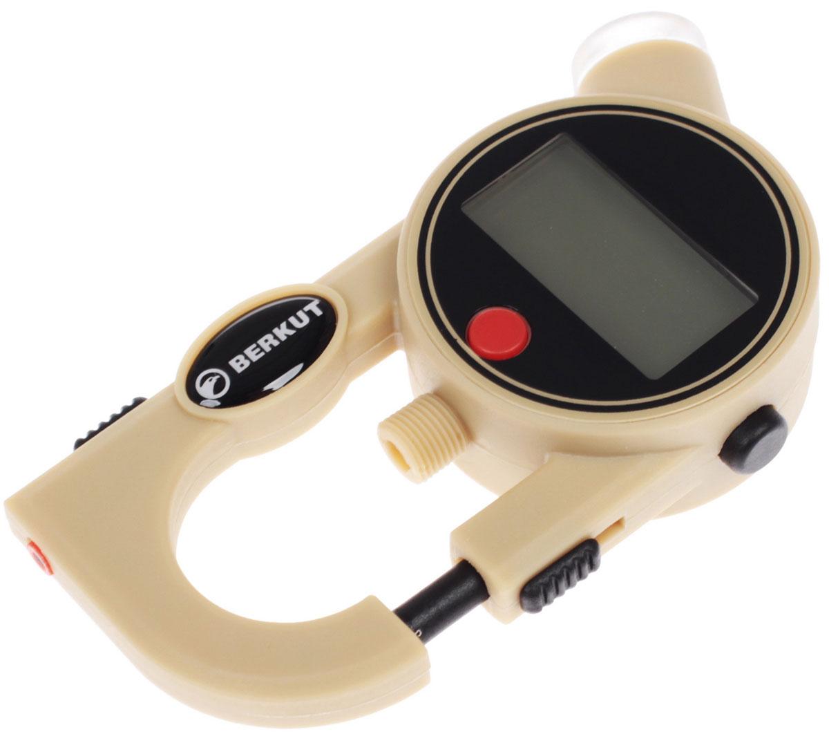 Манометр для авто Berkut Digital Pro цифровойAL-500Электронный манометр для измерения давления в автомобильных шинах. Модель отличается улучшенной эргономикой, универсальностью и небольшой погрешностью измерения. Изделие имеет форму карабина, упрощая его хранение и использование. В корпус манометра интегрирован инструмент для замера глубины протектора шины, а также резьбовой штуцер для хранения колпачка ниппеля. ЖК-дисплей имеет увеличенный размер, снабжен яркой подсветкой, поэтому пользоваться устройством можно в темное время суток. Технические характеристики:- Диапазон измерений: 2,00-99,50 PSI (фунт/кв. дюйм)0,15-7,00 BAR (Бар=Атм)15-700 KPA (кПа)- Погрешность прибора: ± 1%- Диапазон рабочих температур: от -10°С до +50°С- Эл. питания: 2 x 3V (тип CR2016L), либо аналоги