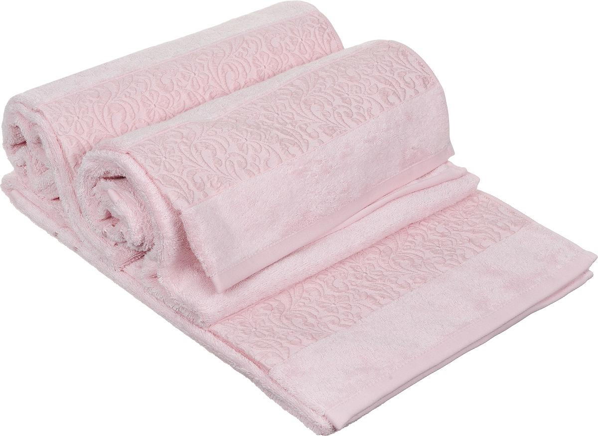 Набор полотенец Issimo Home Valencia, цвет: розовый, 70 х 140 см, 3 штS03301004Набор Issimo Home Valencia состоит из 3 банных полотенец, выполненных из бамбука с добавлением хлопка. Красивый жаккардовый бордюр с цветочным орнаментом выполнен в цвет полотенец. Полотенца из бамбука только издали похожи на обычные. На самом деле, при первом же прикосновении вы ощутите, насколько эти полотенца мягкие и нежные. Таким полотенцем не нужно вытираться: только коснитесь кожи, и ткань сама все впитает. Такая ткань впитывает в 3 раза лучше, чем хлопок. Несмотря на богатую плотность и высокую петлю полотенца быстро сохнут, остаются легкими даже при намокании.