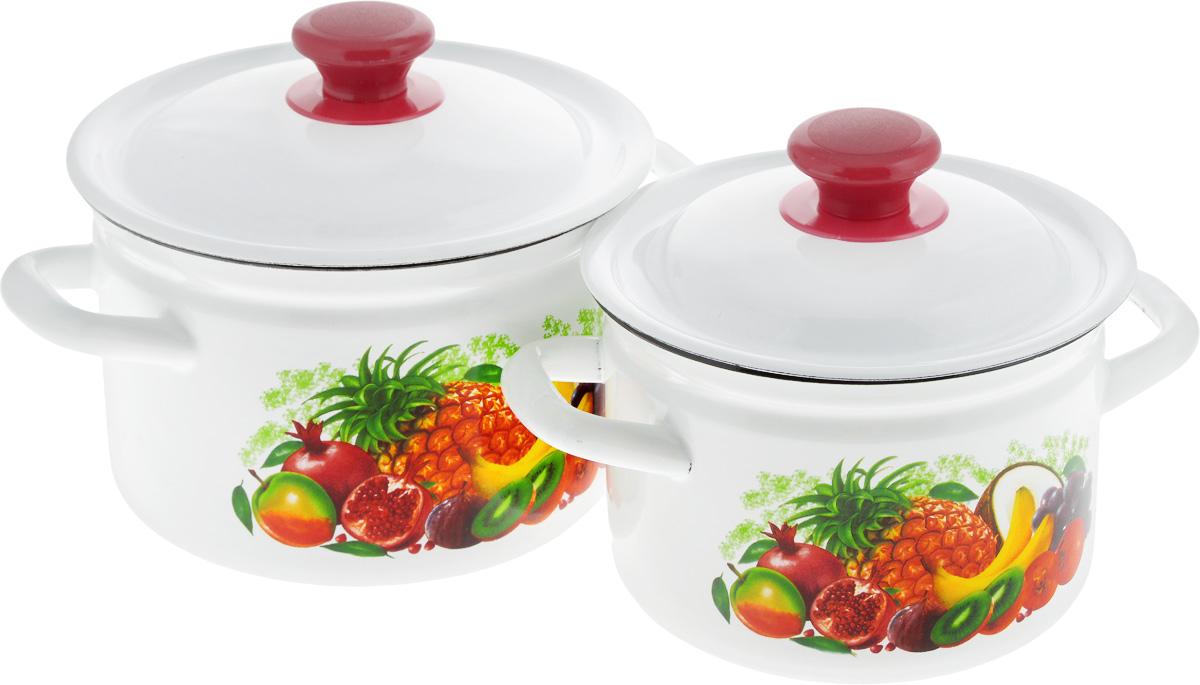 Набор посуды КМК Эквадор-1, 4 предмета391602Набор посуды КМК Эквадор-1, состоящий из двух кастрюль с крышками, изготовлен из высококачественной стали с эмалированным покрытием.Эмаль защищает сталь от коррозии, придает посуде гладкую поверхность и надежно защищает от кислот и щелочей. А также онаустойчива к пищевым кислотам, не вступает во взаимодействие с продуктами и не искажает их вкусовые качества.Внутренняя поверхность идеально ровная, что значительно облегчает мытье. Стальная основа практически не подвержена механической деформации, благодаря чему срок эксплуатации увеличивается.Кастрюли оснащены крышками, выполненными из стали с эмалированным покрытием. Внешняя поверхность изделий оформлена красочным рисунком. Крышки плотно прилегают к краям кастрюль, сохраняя аромат блюд, и имеют удобные пластиковые ручки.Подходят для газовых, электрических и керамических плит. Можно мыть в посудомоечной машине.Высота стенок кастрюль:11,5 см, 12,5 см.Диаметр кастрюль (по верхнему краю): 17 см, 19 см. Объем кастрюль: 2 л, 3 л.