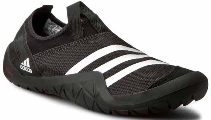 Обувь для кораллов adidas Performance Climacool Jawpaw Sl, цвет: черный. BB5444. Размер 8 (40,5)332515-2800Обувь для кораллов от Adidas Performance Climacool Jawpaw Sl предназначена для пляжного отдыха, плавания в открытой воде, а также для любых видов водного спорта. Модель выполнена из плотного текстиля с добавлением искусственного материала. Детали: уплотненный мыс и пятка, подкладка из искусственного материала, плоская резиновая подошва. Такая обувь не только защитит ступни ног при хождении по каменистому дну, а также от горячего песка при хождении по пляжу, но и обеспечит комфорт.